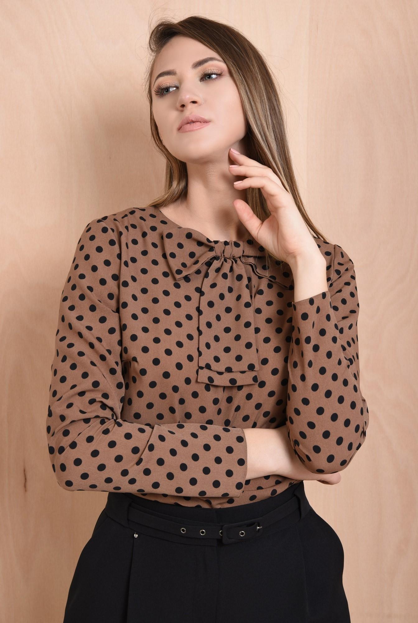 2 - 360 - bluza cu imprimeu, maro cu buline negre, maneci drepte