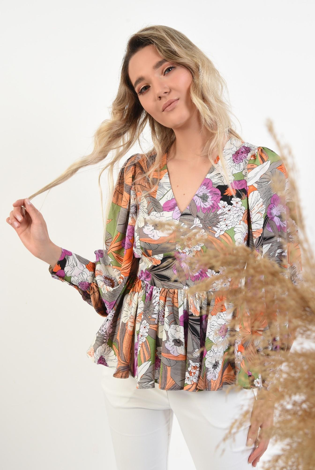 2 -  bluza eleganta, cu peplum, maneci bufante, cu flori