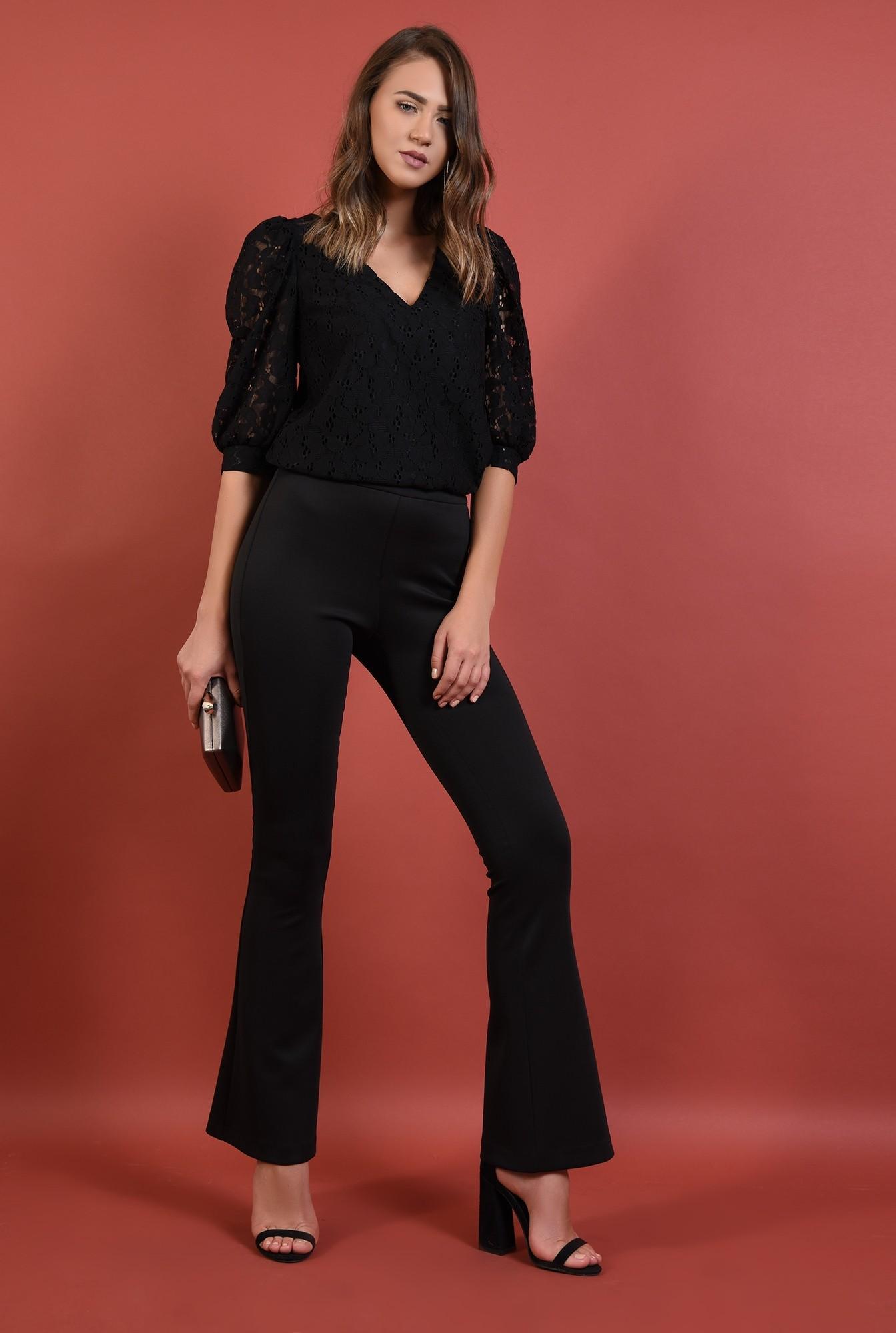 3 - bluza neagra, eleganta, cu maneci bufante, decolteu anchior