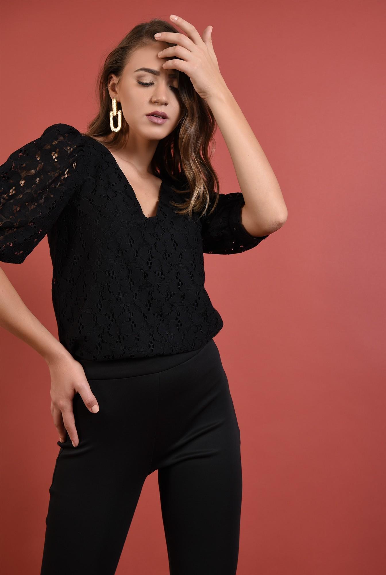 0 - bluza neagra, eleganta, cu maneci bufante, decolteu anchior