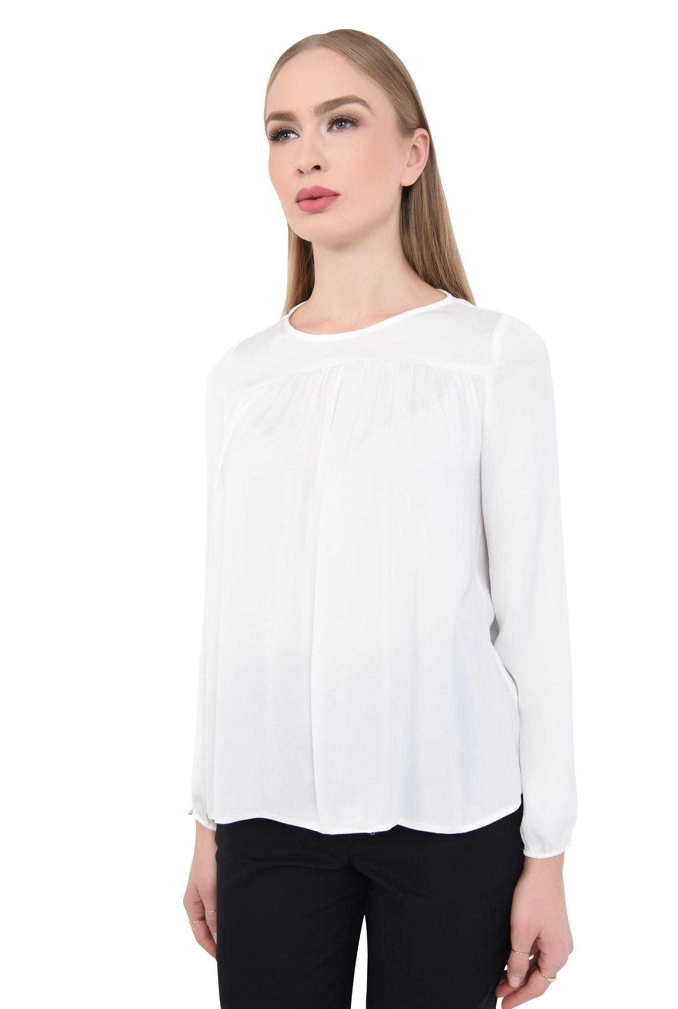 2 - Bluza eleganta, vaporoasa, decolteu rotund