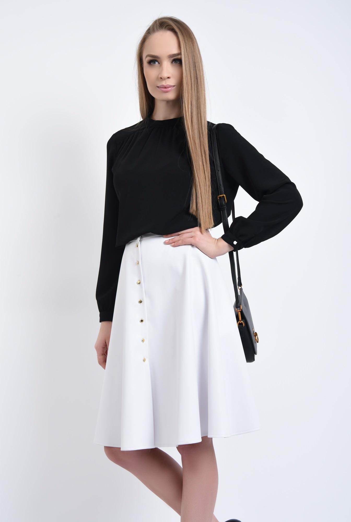 3 - Bluza neagra, maneci bufante, mansete