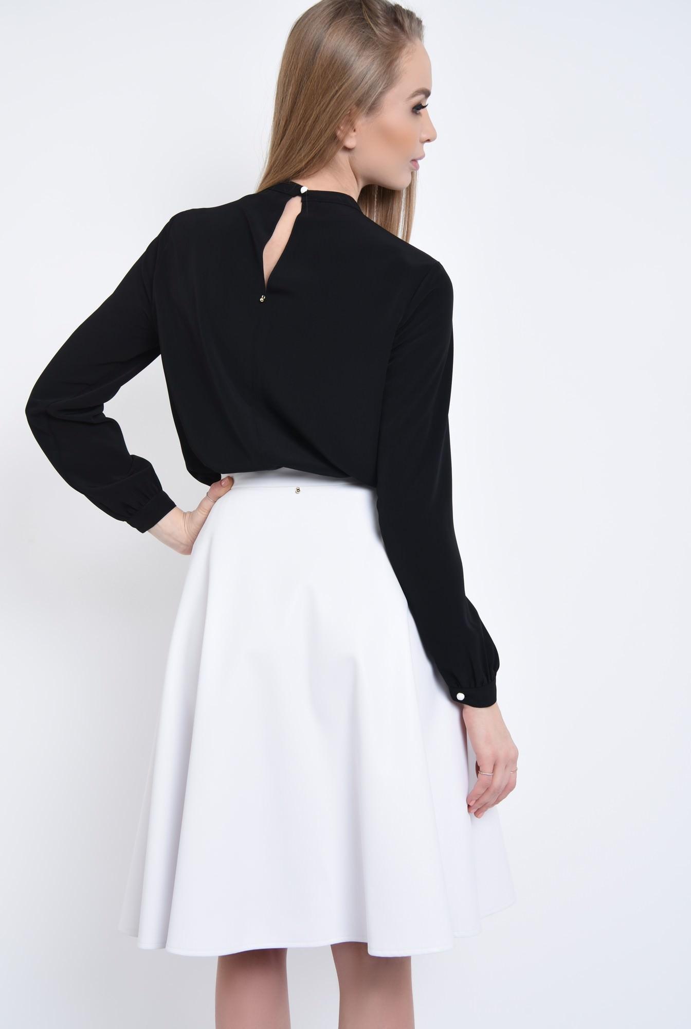 1 - Bluza neagra, maneci bufante, mansete