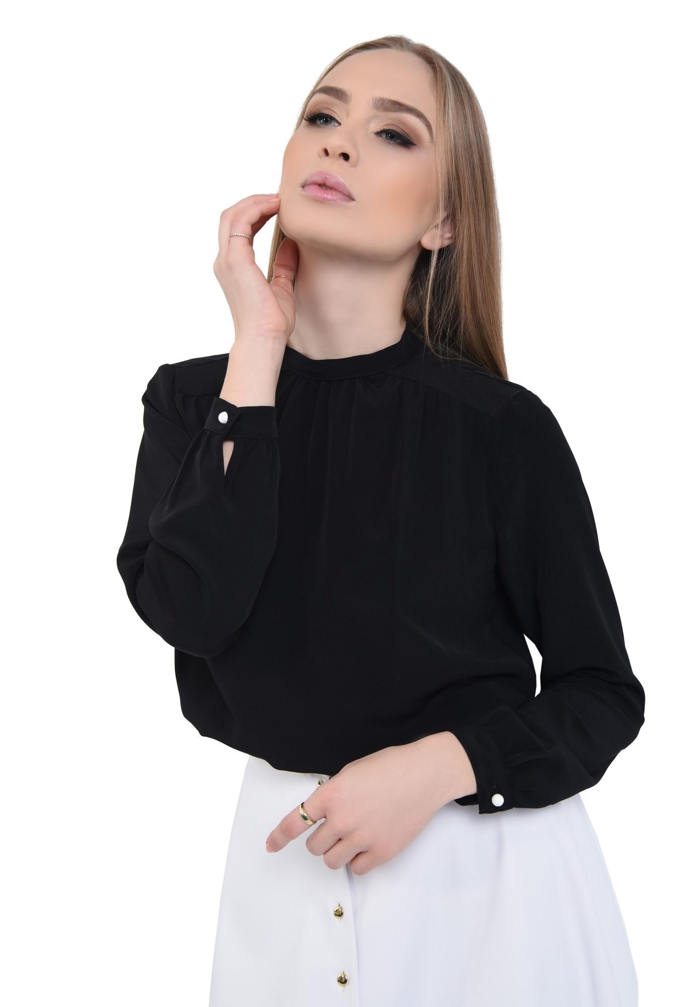 2 - Bluza neagra, maneci bufante, mansete