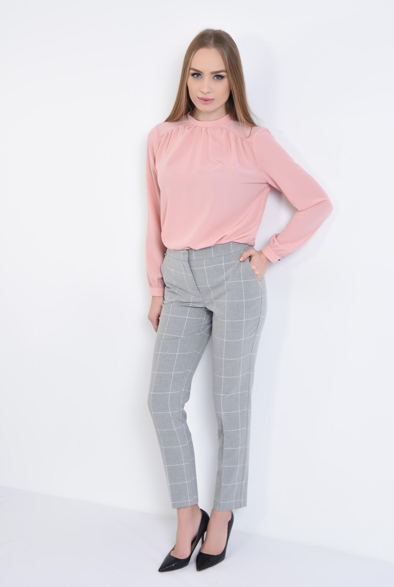 3 - bluza roz, maneci bufante, cu mansete