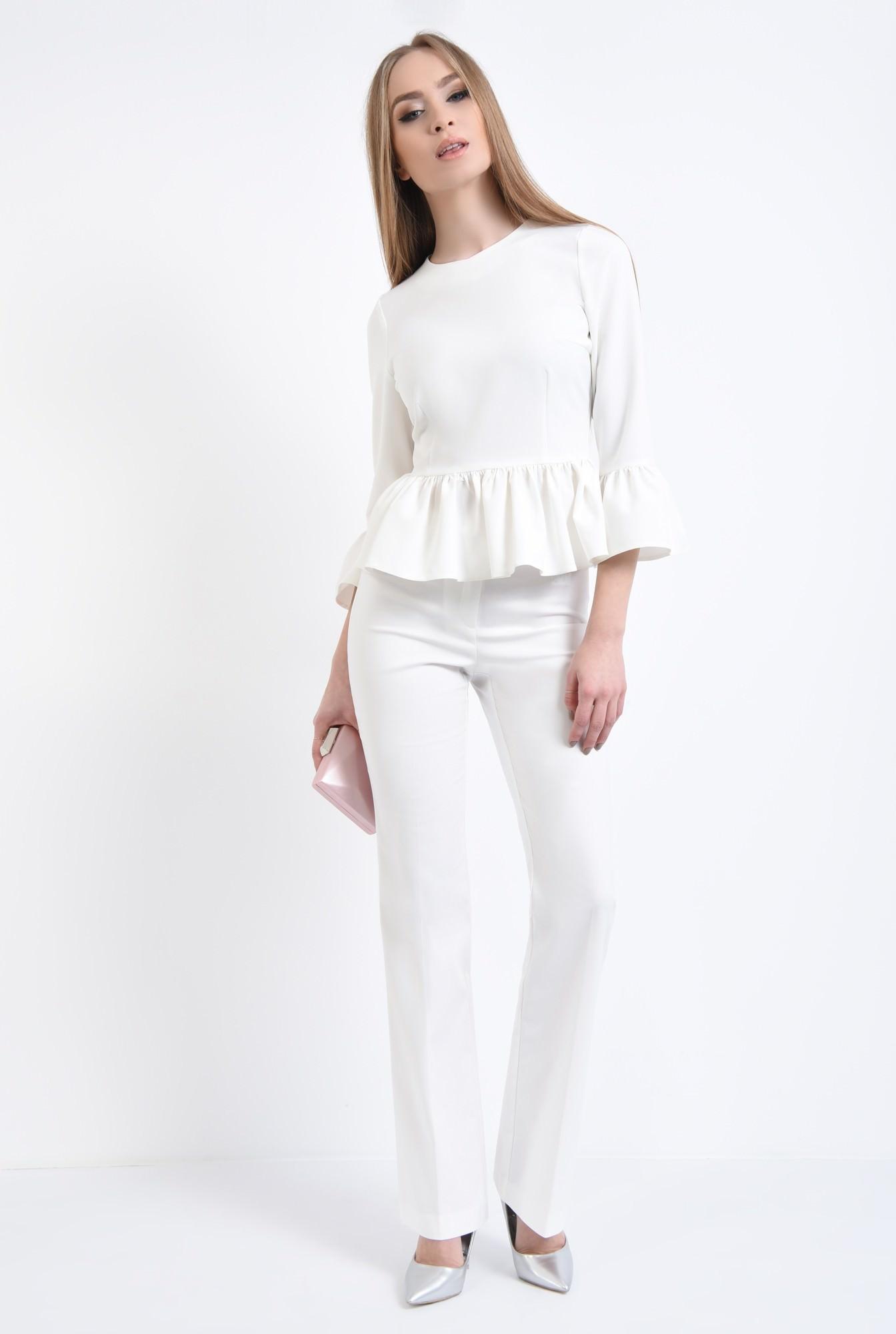 3 - Bluza eleganta, cu volane, tesatura elastica, decolteu rotund la baza gatului