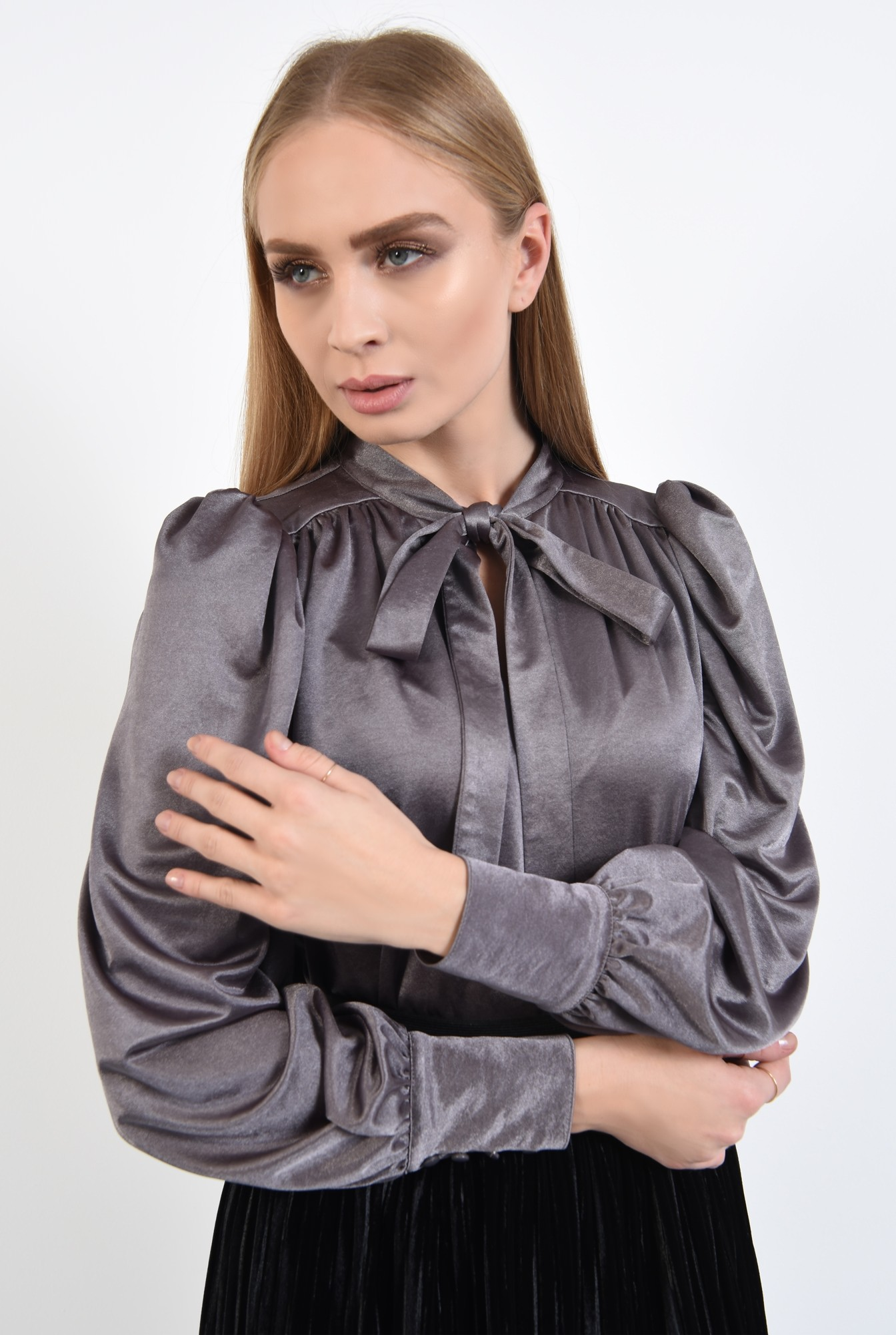 2 - 360 - bluza argintie, cu funda la gat, cu maneci bufante