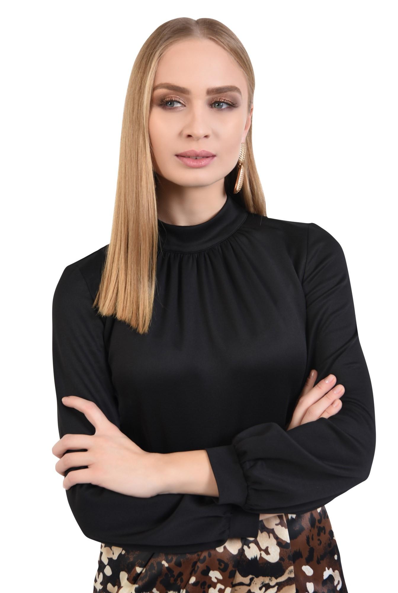 2 - bluza neagra, maneci lungi cu manseta, cu guler