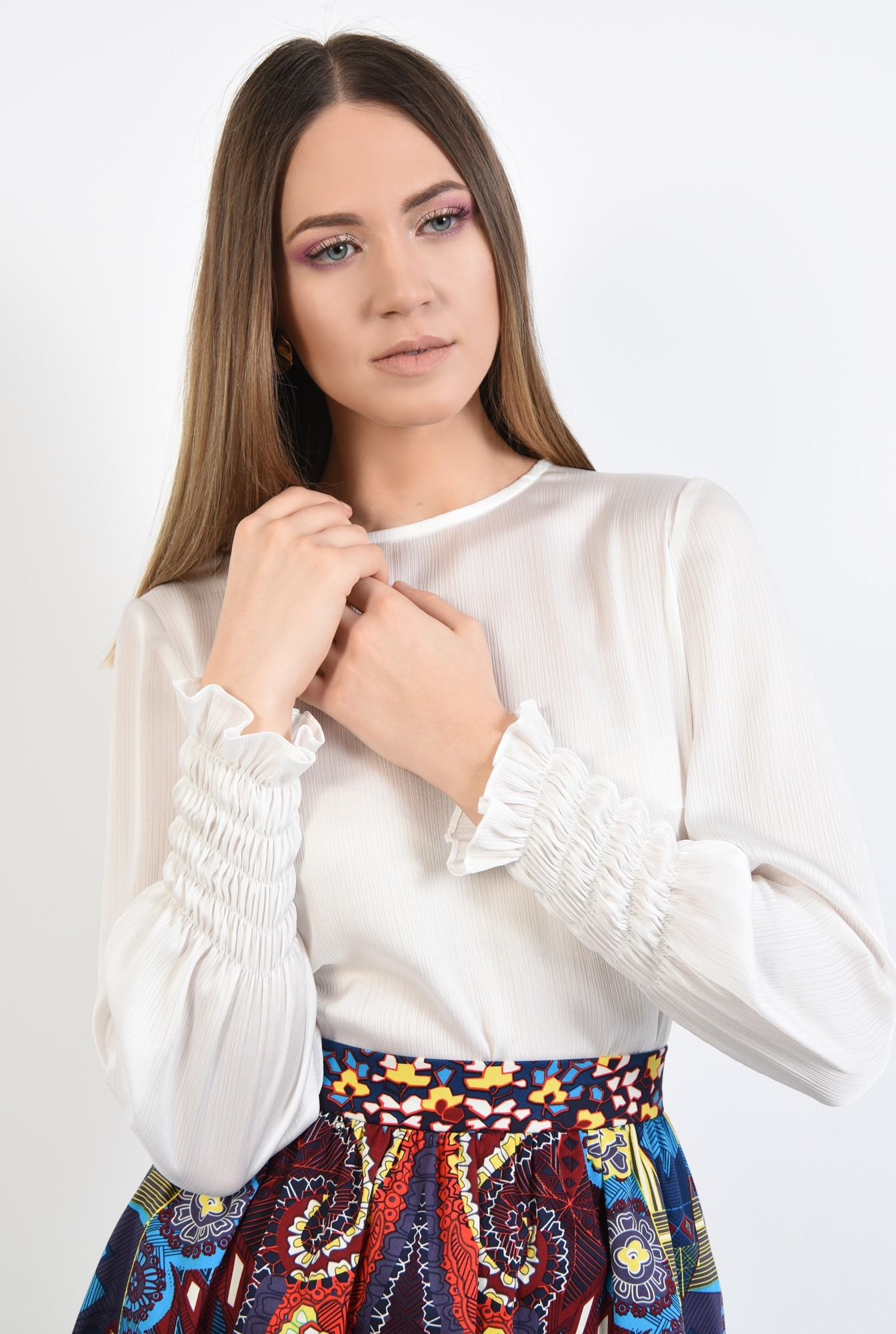 2 - 360 - bluza casual, alba. cu mansete elastice, croi drept