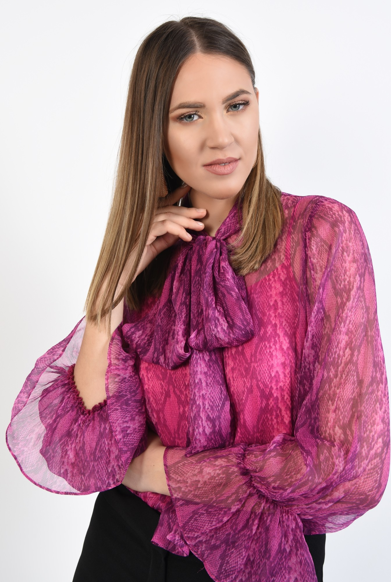 2 - 360 - bluza fucsia, transparenta, cu imprimeu sarpe