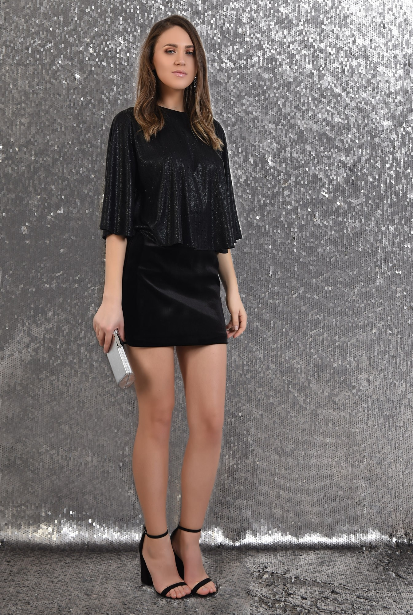 3 -  bluza cu sclipici, eleganta, de seara, neagra, croi evazat larg