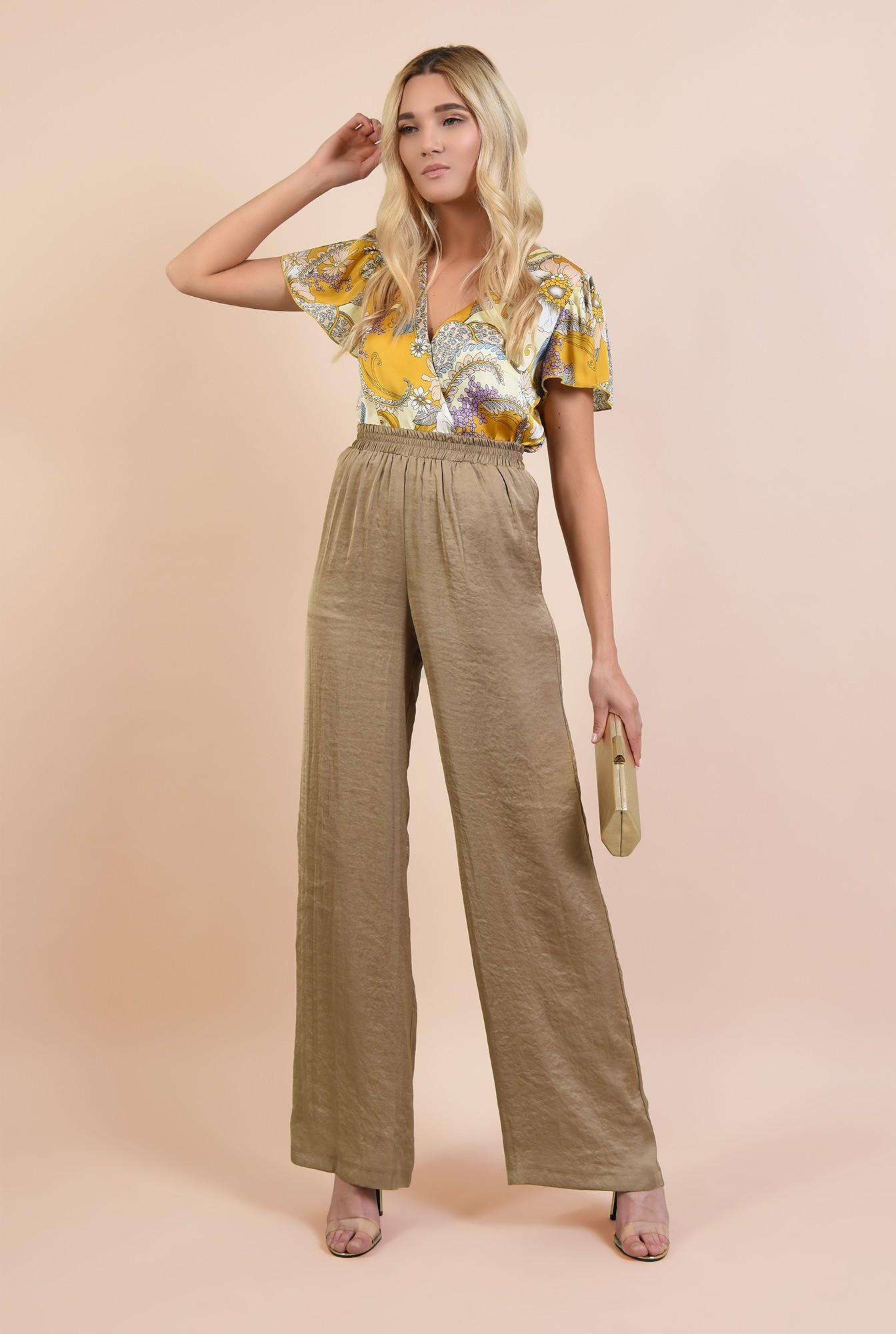 3 - bluza eleganta, din satin, cu imprimeu floral, croi lejer parte peste parte