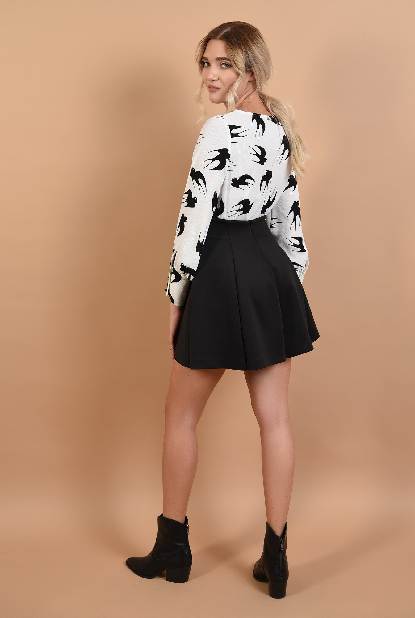 1 - 360 - bluza de toamna, alb-negru, decolteu la baza gatului, maneci cu mansete late