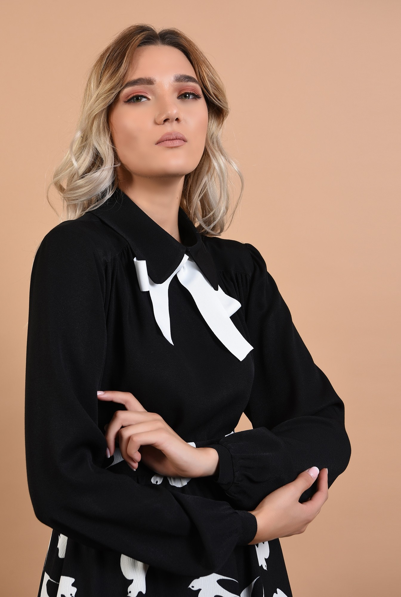 2 - bluza neagra, casual, neagra, cu funda alba, maneci bufante