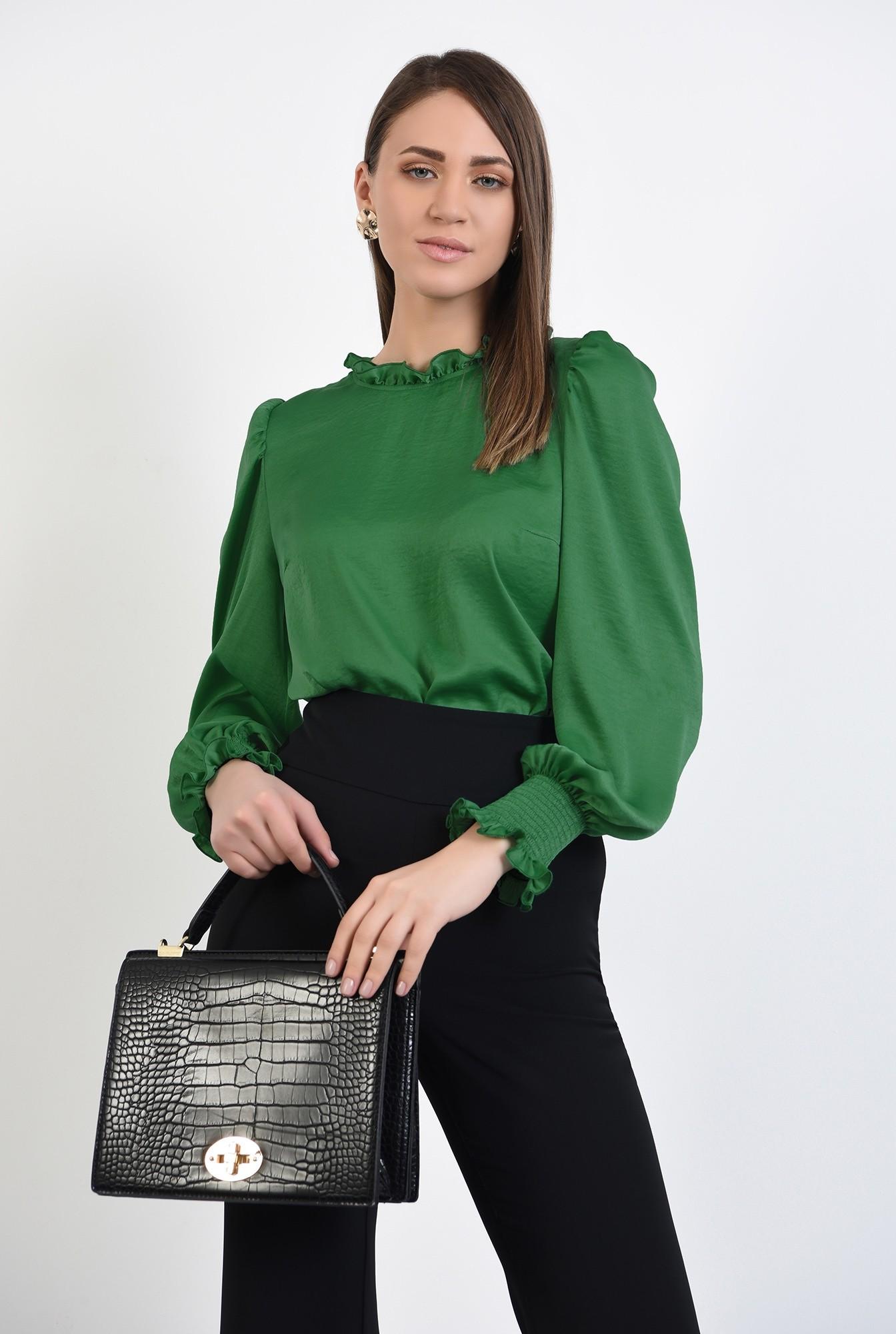 0 - bluza verde, din satin, guler incretit, maneci lungi, butoniera