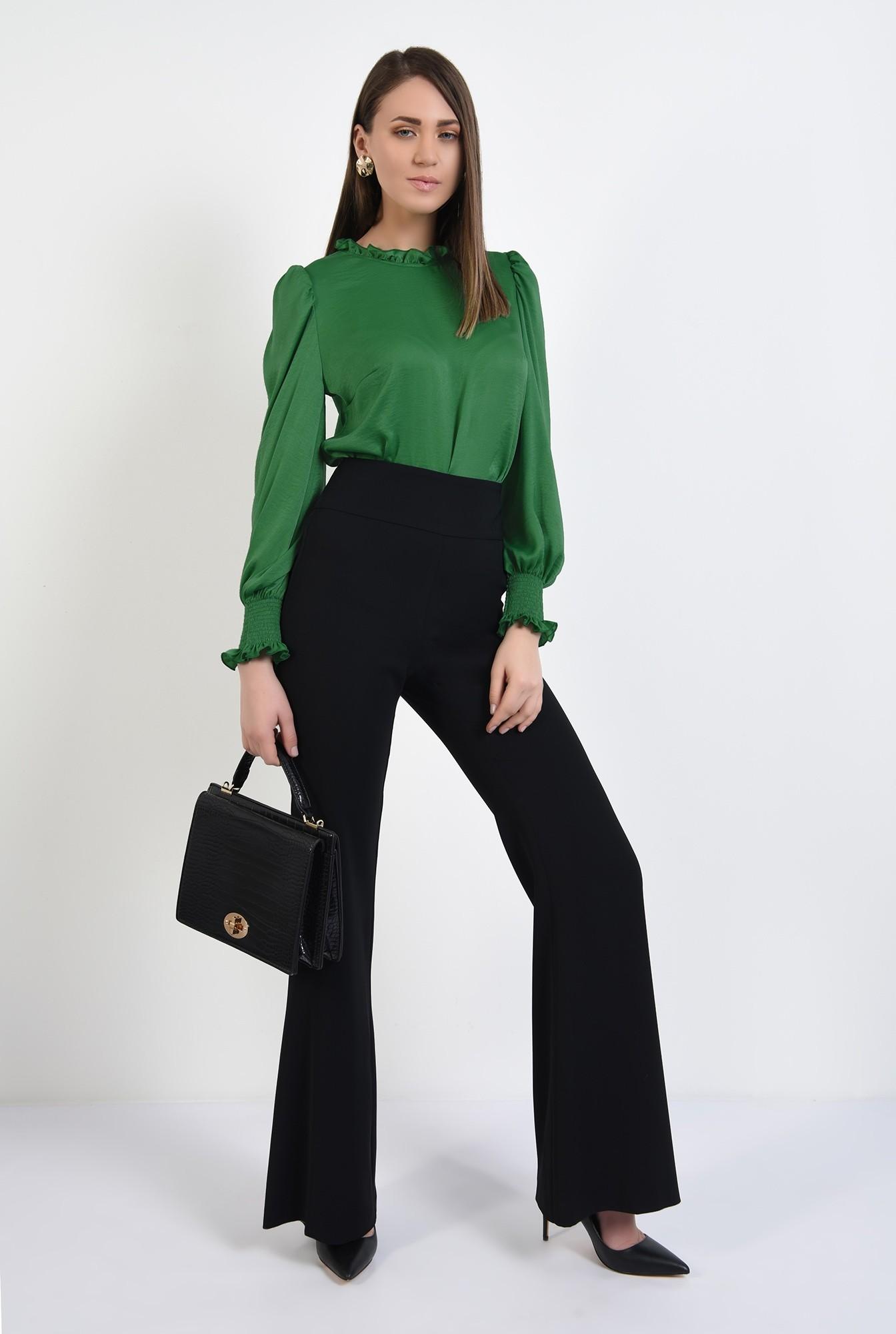3 - bluza verde, din satin, guler incretit, maneci lungi, butoniera