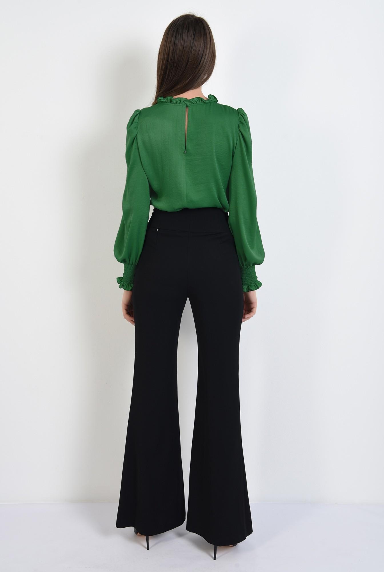 1 - bluza verde, din satin, guler incretit, maneci lungi, butoniera