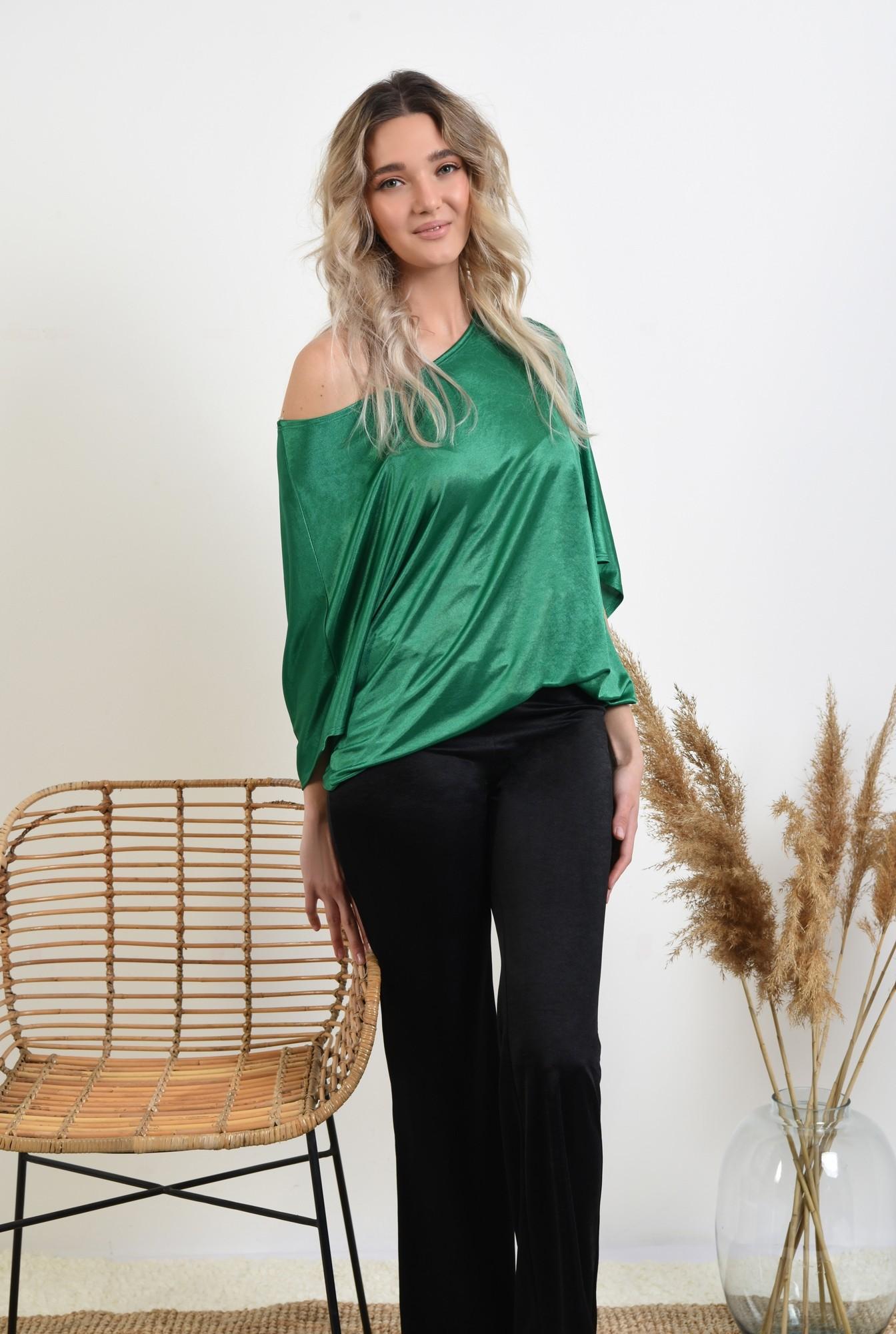3 -  bluza verde, decolteu barcuta, elastic la talie, bluza casual