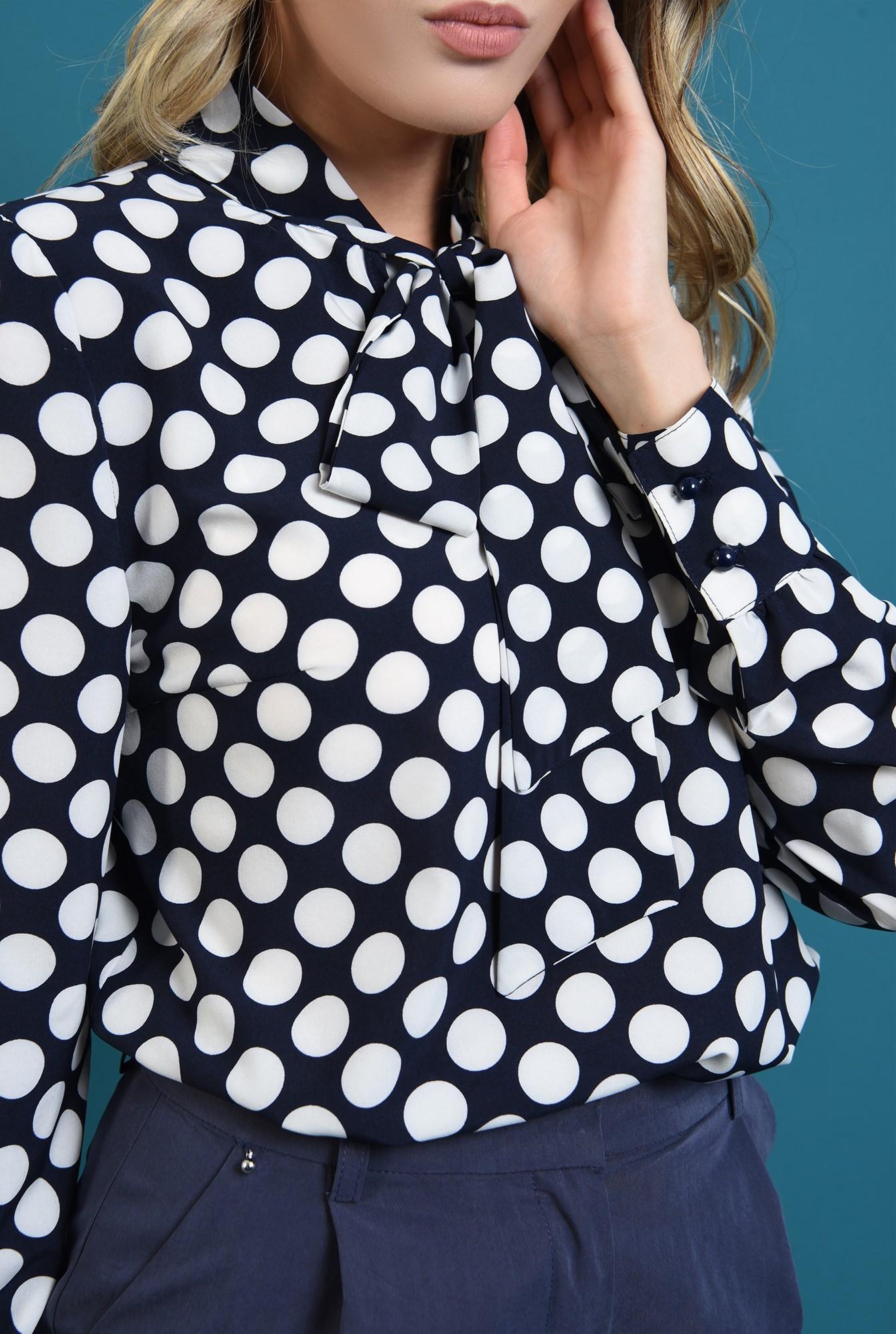 3 - 360 - bluza bleumarin, cu buline, cu maneca lunga