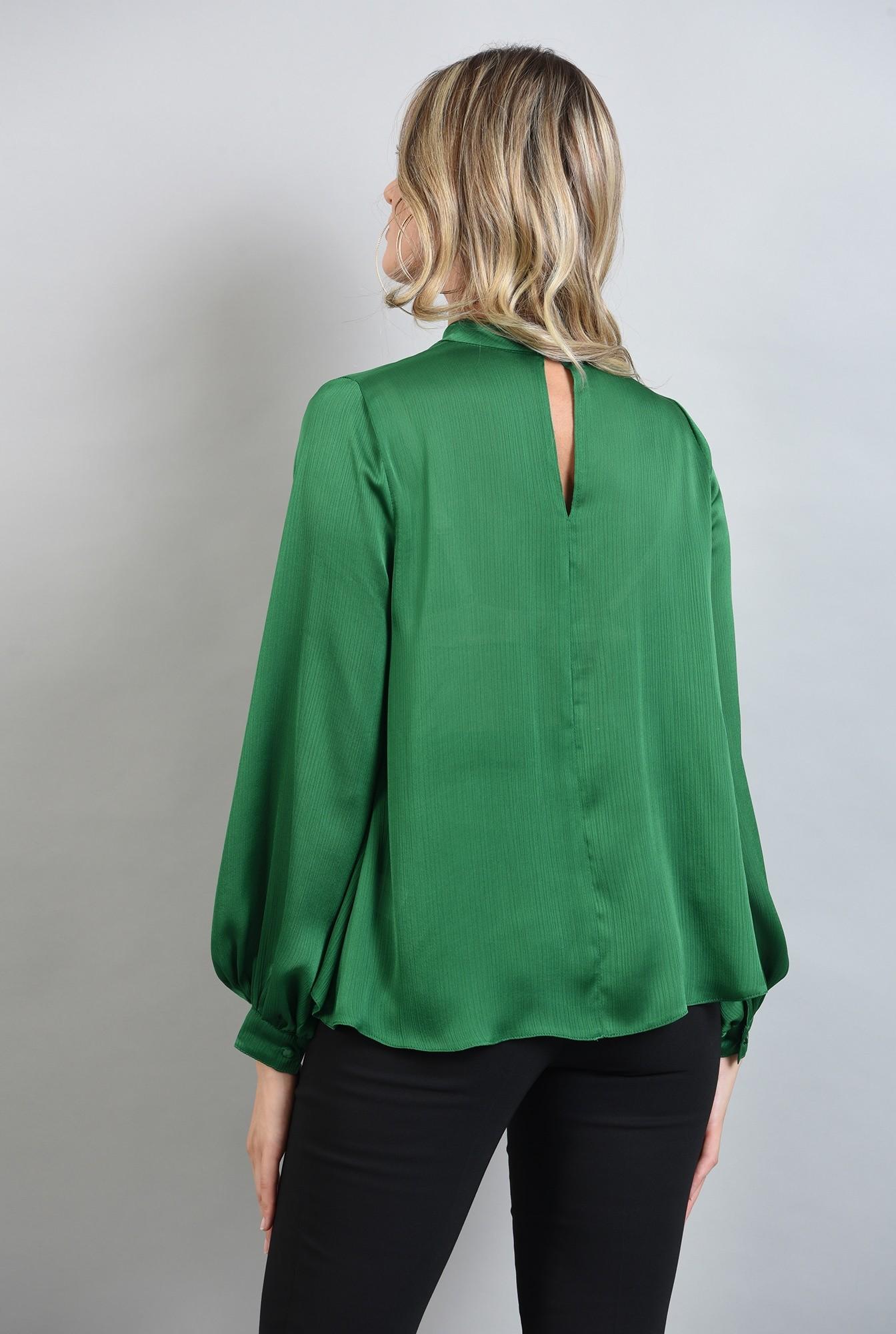 1 - bluza lejera, verde, cu guler inalt, cu pliuri