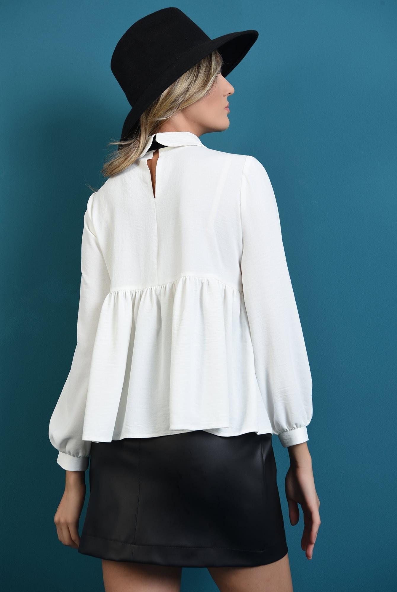 1 - bluza cu guler, cu funda neagra, cu maneca bufanta