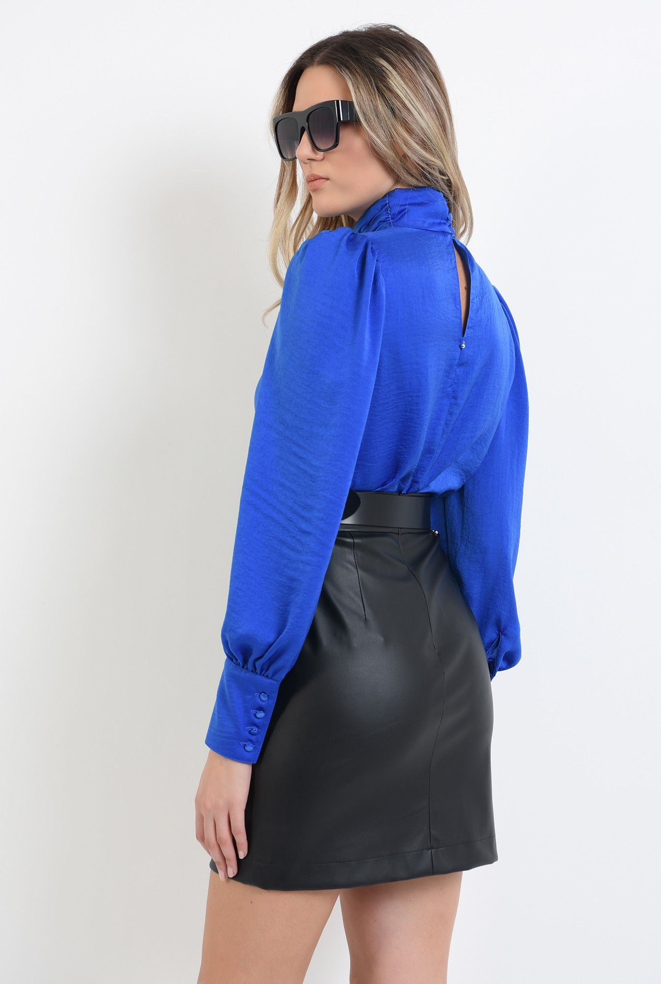 1 - 360 - bluza cu pliuri la gat, albastra, cu nasturi la manseta