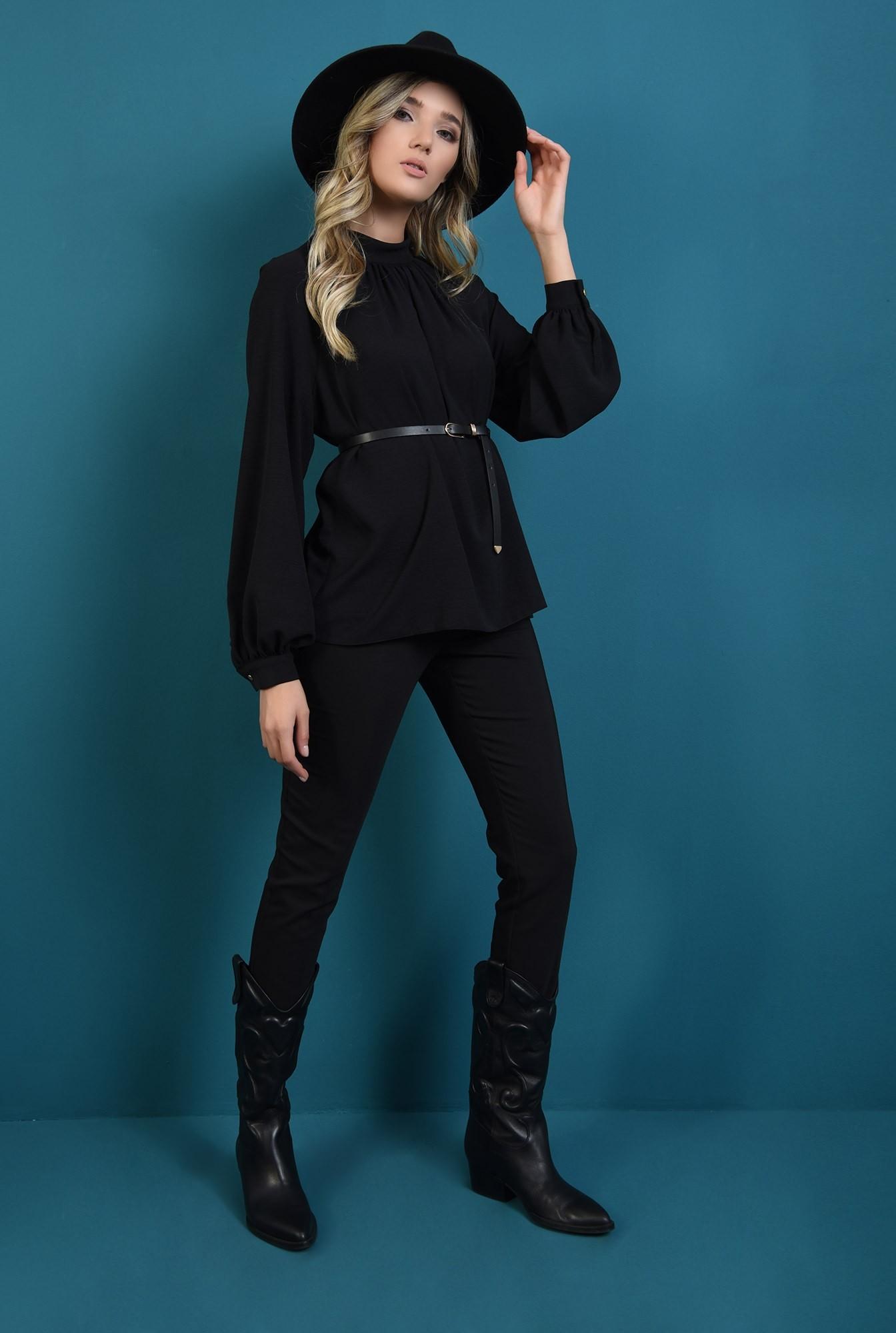 1 - bluza lejera, neagra, cu guler inalt, cu pliuri