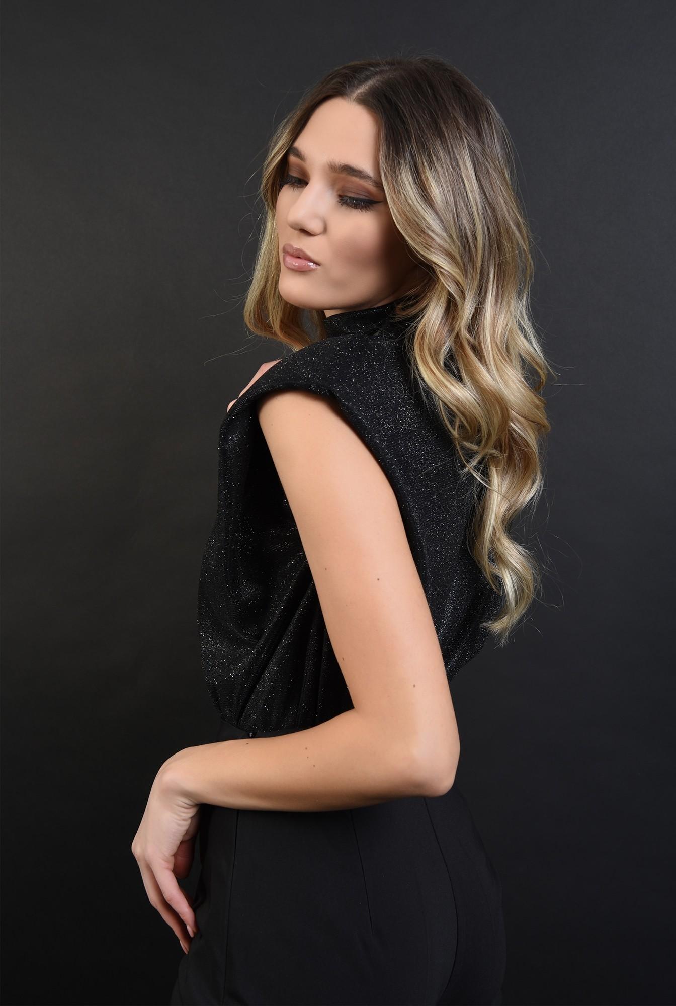 2 - bluza neagra, din lurex, cu umeri accentuati