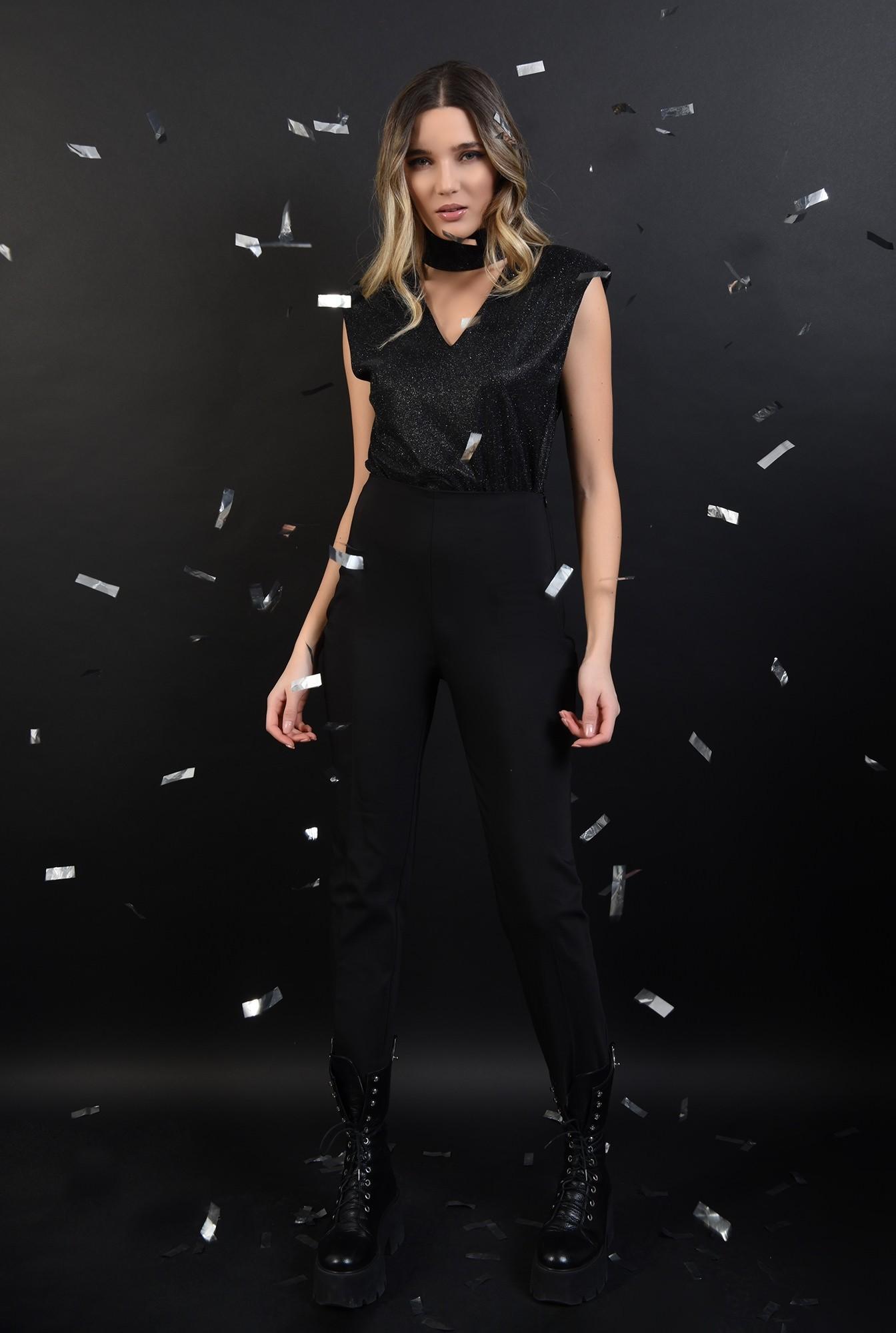 0 - bluza neagra, din lurex, cu umeri accentuati