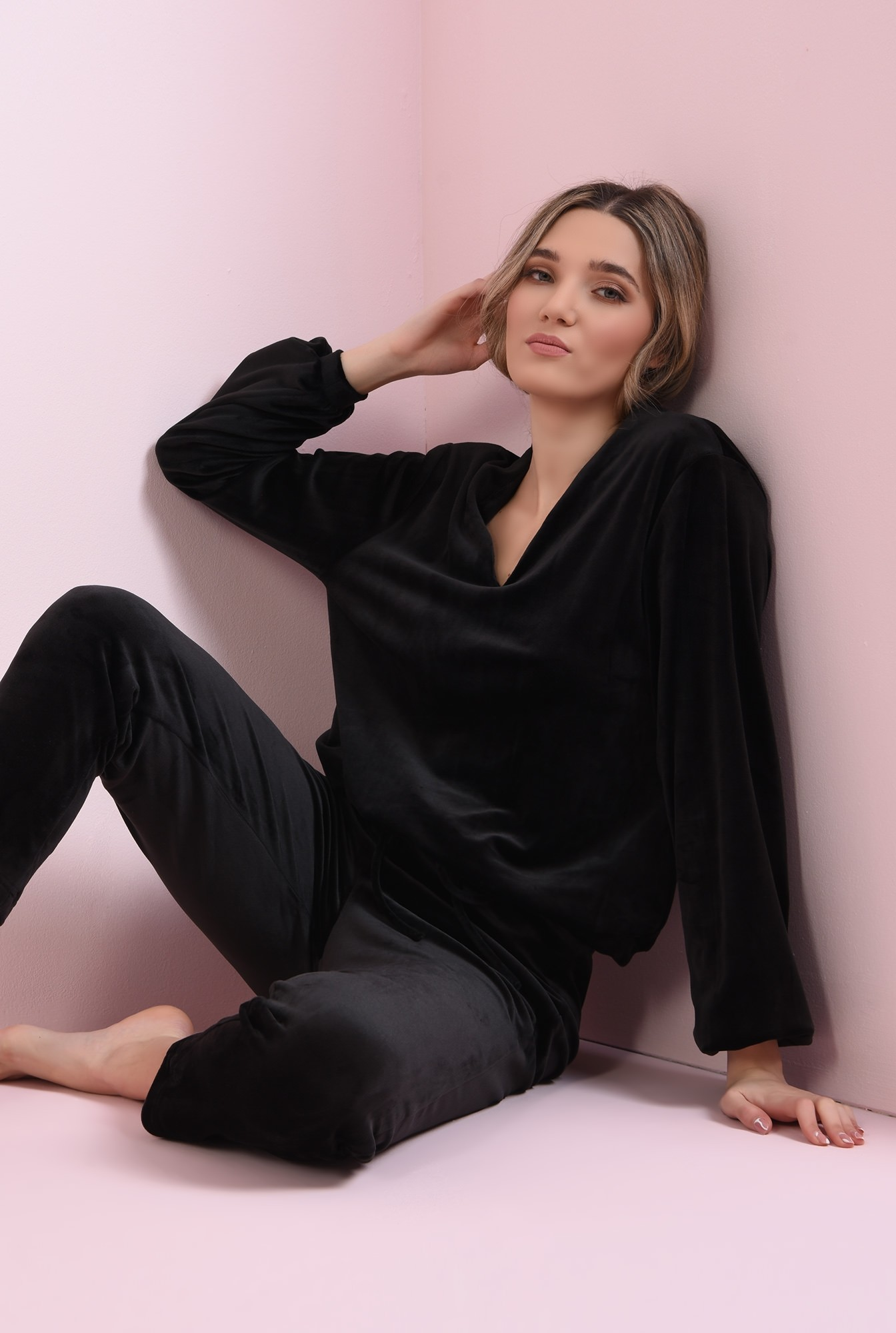 2 - bluza casual, din catifea, neagra, cu anchior