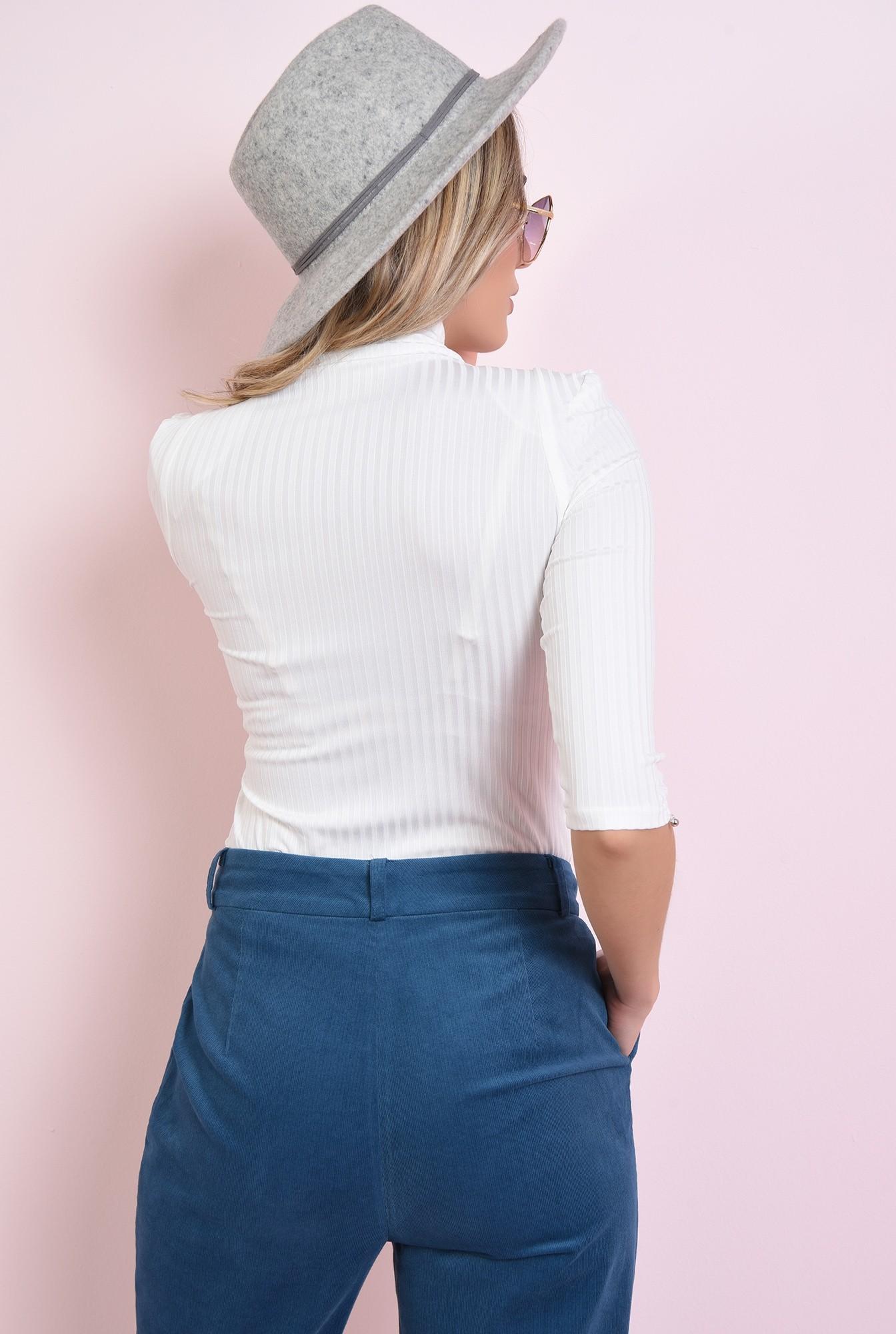 2 - bluza alba, casual, cu guler inalt