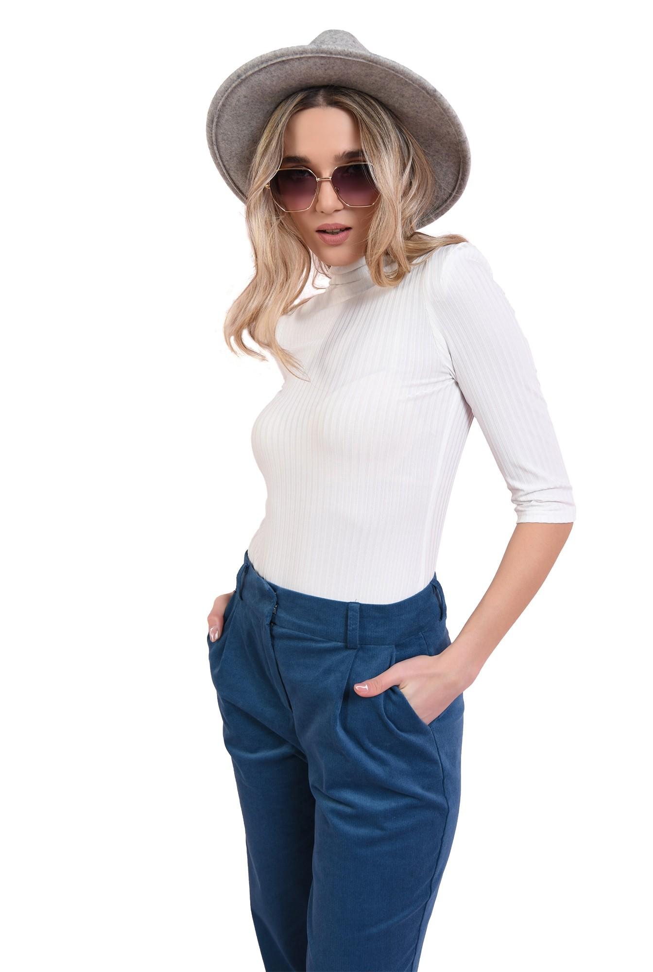 3 - bluza alba, casual, cu guler inalt