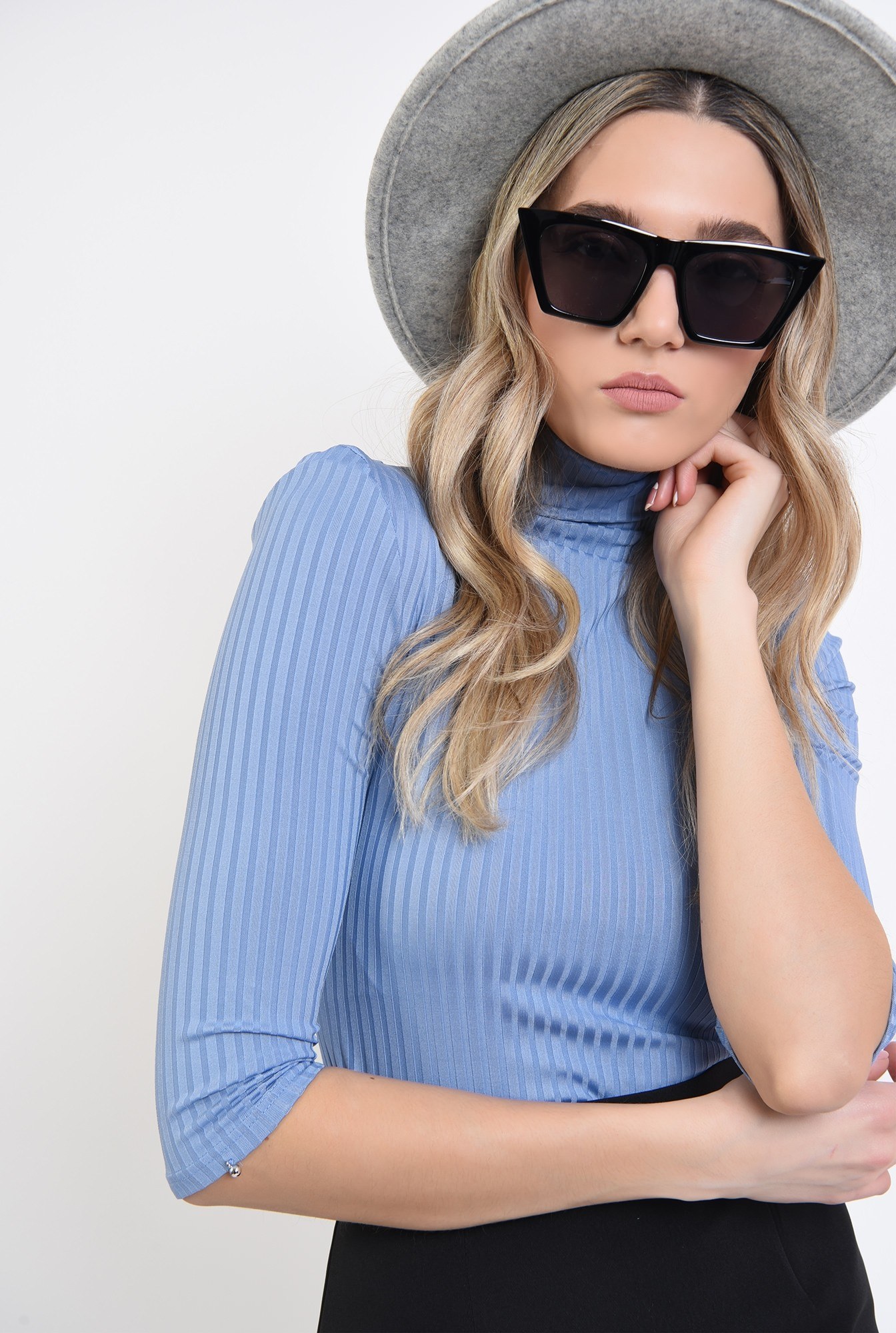 2 - bluza bleu, cu guler, cu striatii