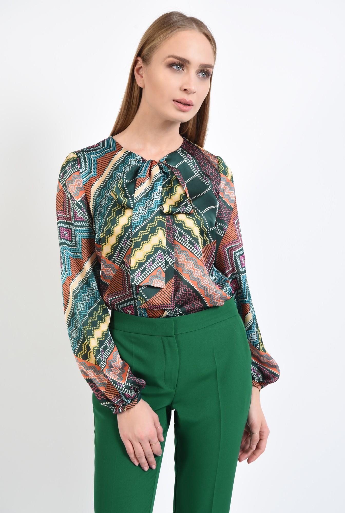 3 - bluza de zi, din satin imprimat, maneci bufante