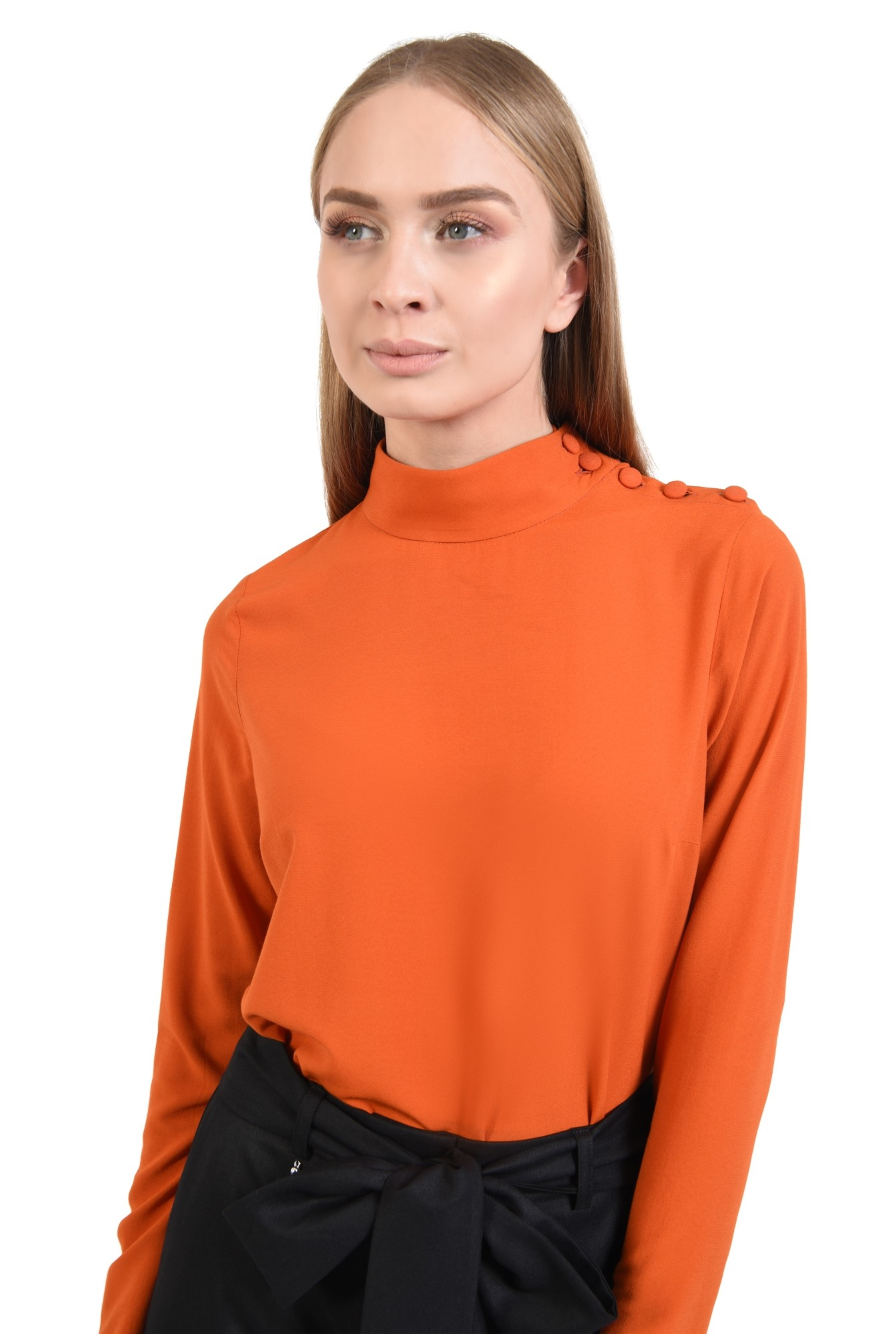 2 - bluza de zi, din sifon, maneci lungi, nasturi la umar, guler aplicat