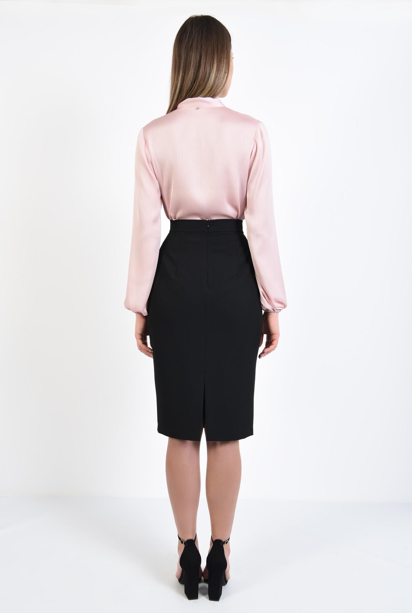 1 - 360 - bluza roz, dreapta, cu guler esarfa subtire, maneci bufante