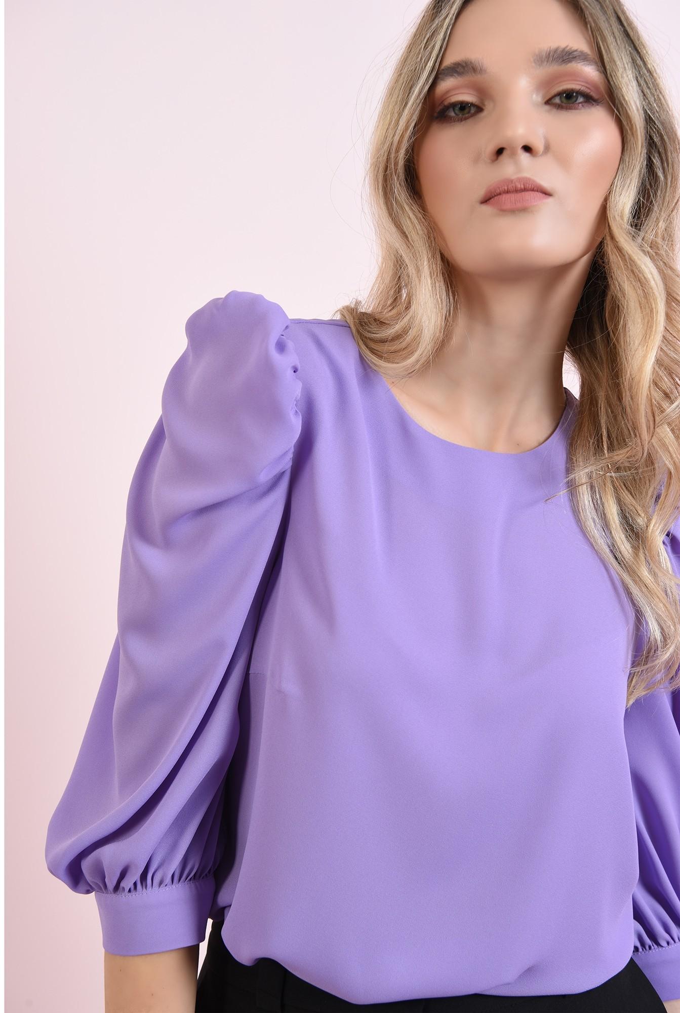 2 - bluza cu decolteu rotund, cu maneca voluminoasa