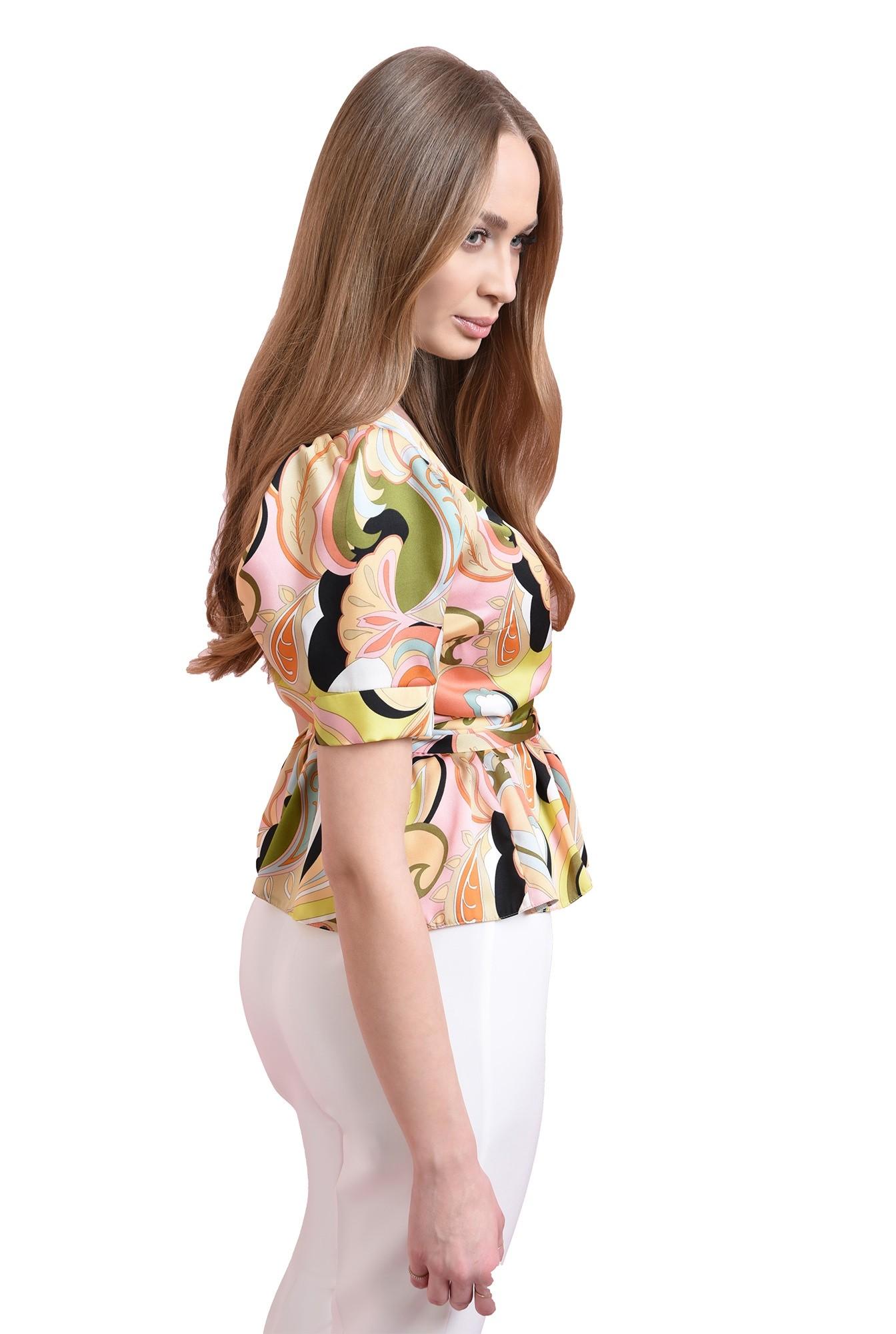 3 - bluza cu print multicolor