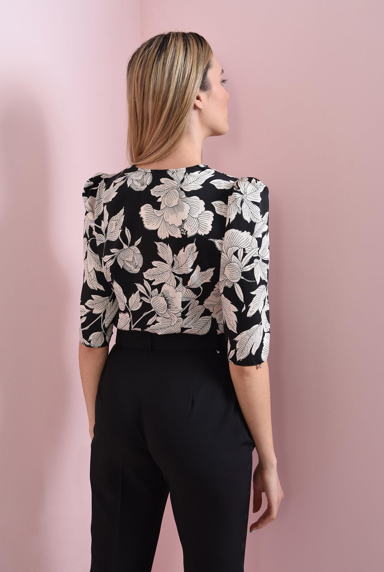 1 - bluza neagra, cu flori, Poema