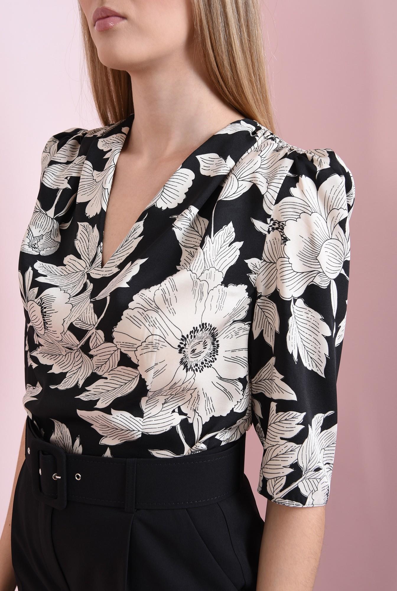 2 - bluza neagra, cu flori, Poema