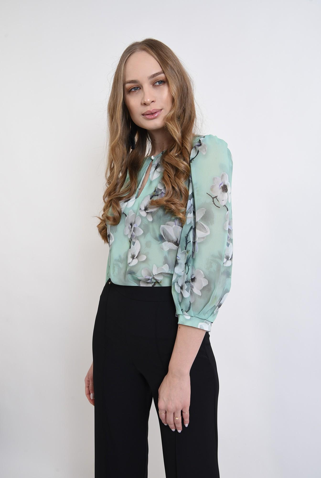 1 - bluza cu fenta, cu motive florale