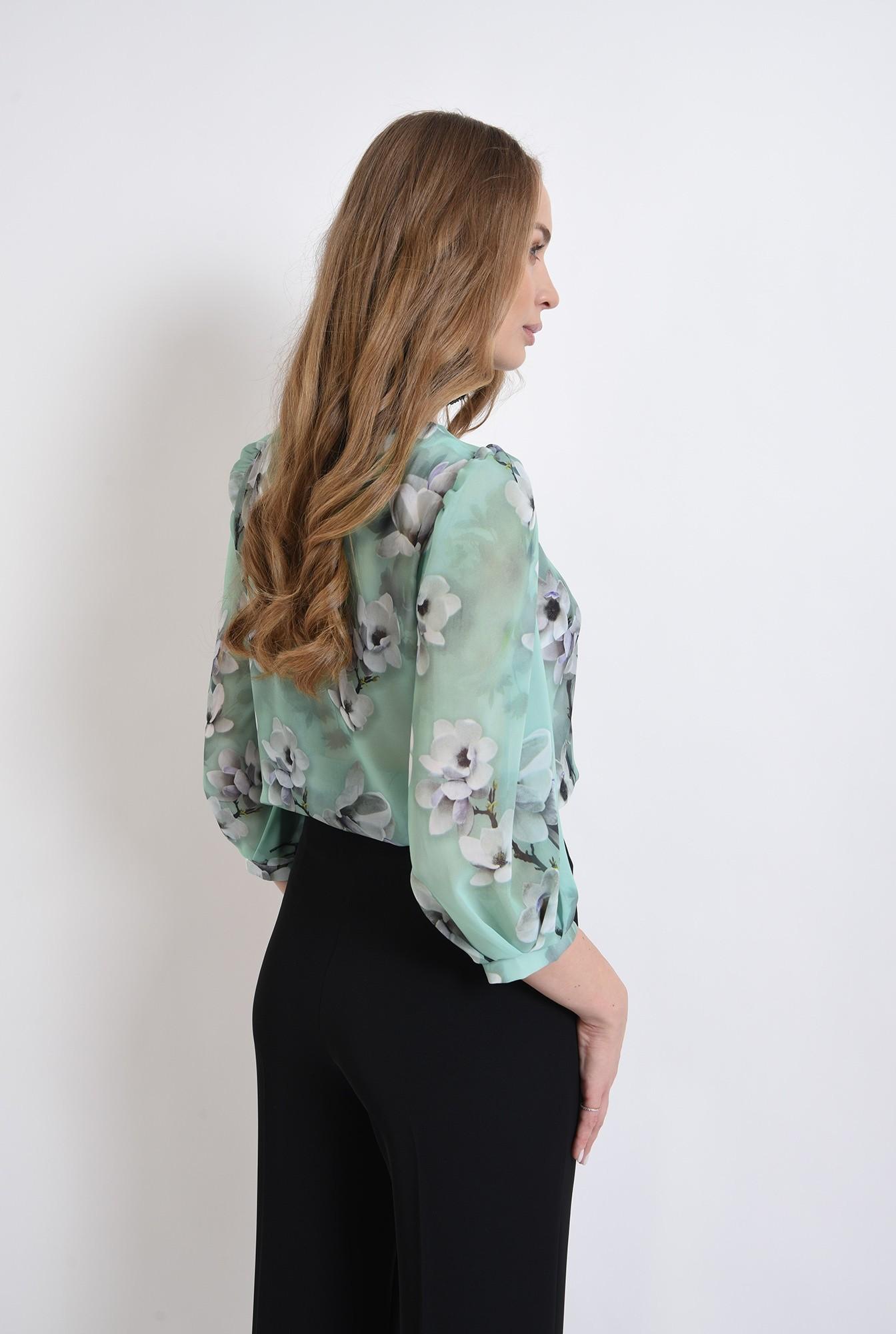 2 - bluza cu fenta, cu motive florale