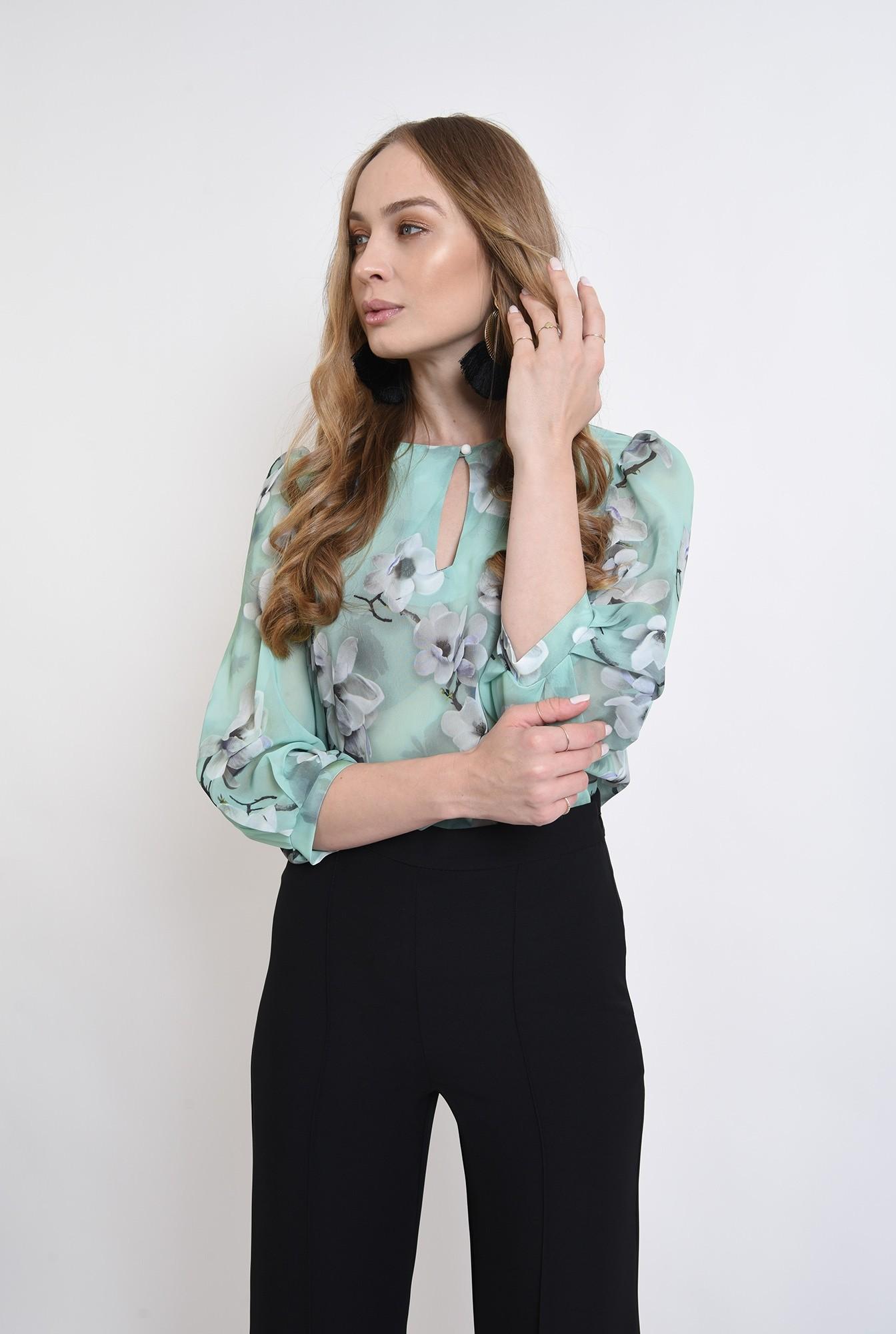 0 - bluza cu fenta, cu motive florale