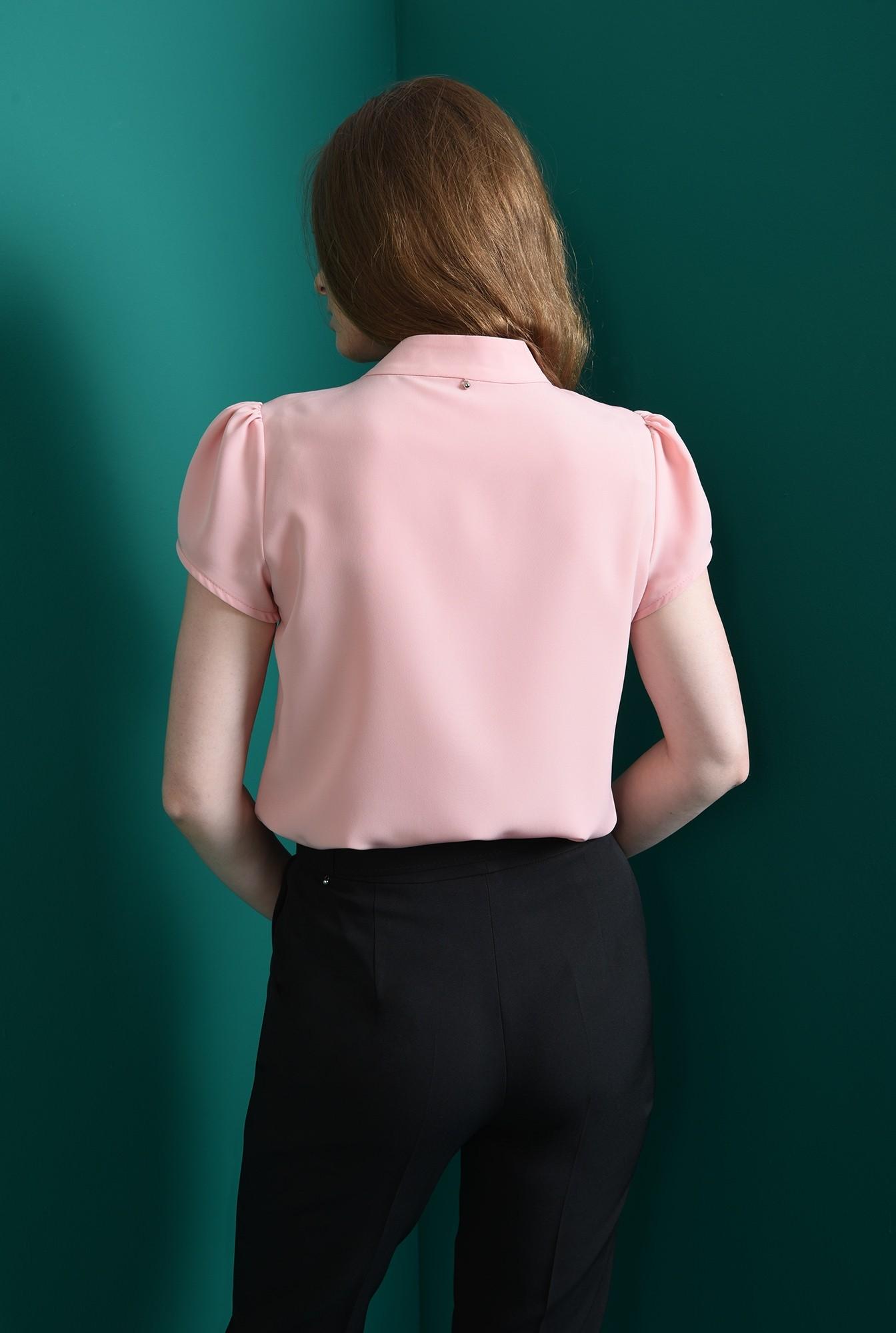 2 - bluza cu detaliu la baza gatului, Poema