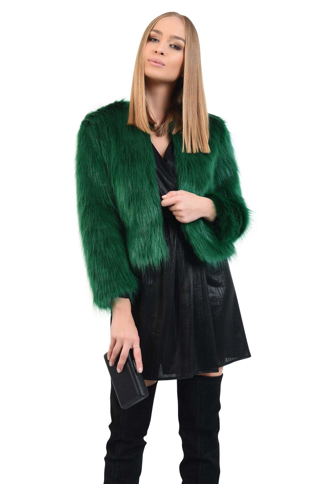 2 - jacheta verde, blana artificiala, maneci lungi