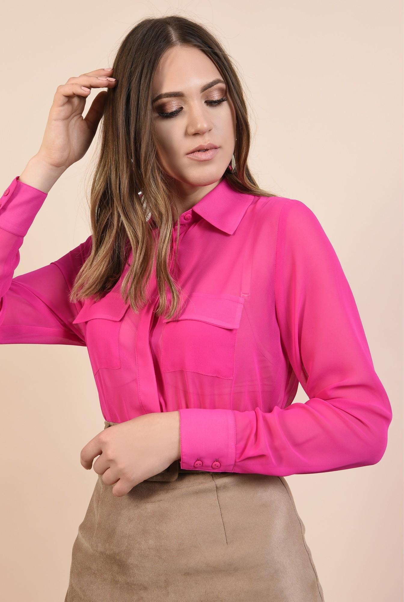 2 - camasa roz, cu buzunare la piept, maneci lungi, guler ascutit, nasturi