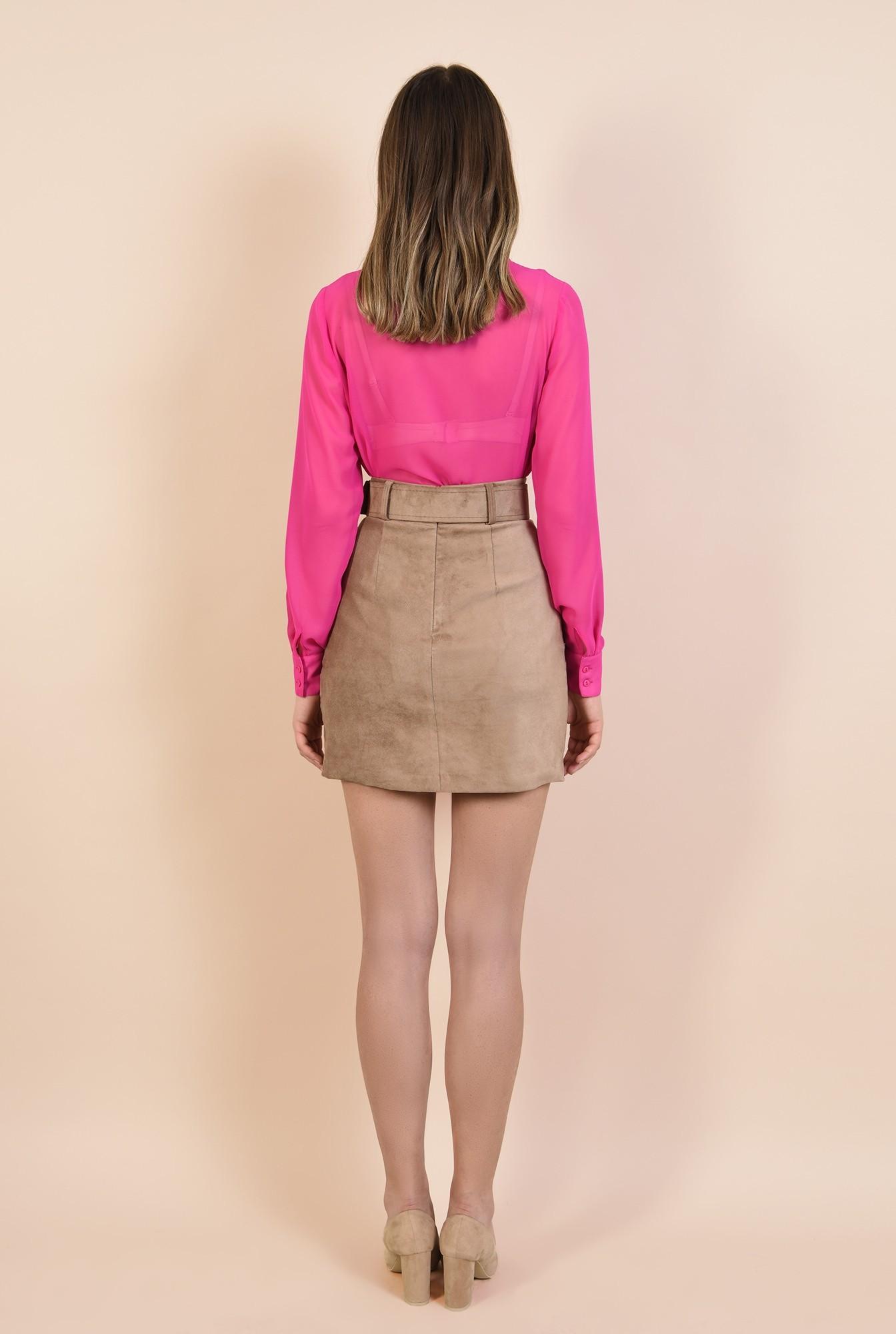 1 - camasa roz, cu buzunare la piept, maneci lungi, guler ascutit, nasturi