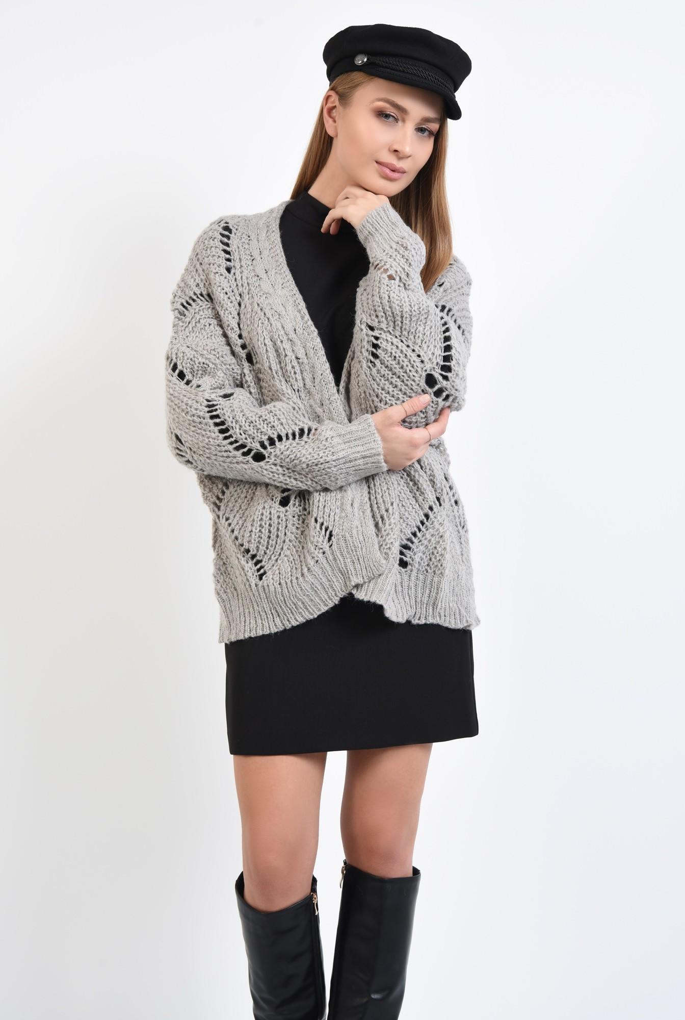 2 - cardigan tricotat, gri, fara sistem de inchidere, cu gaurele