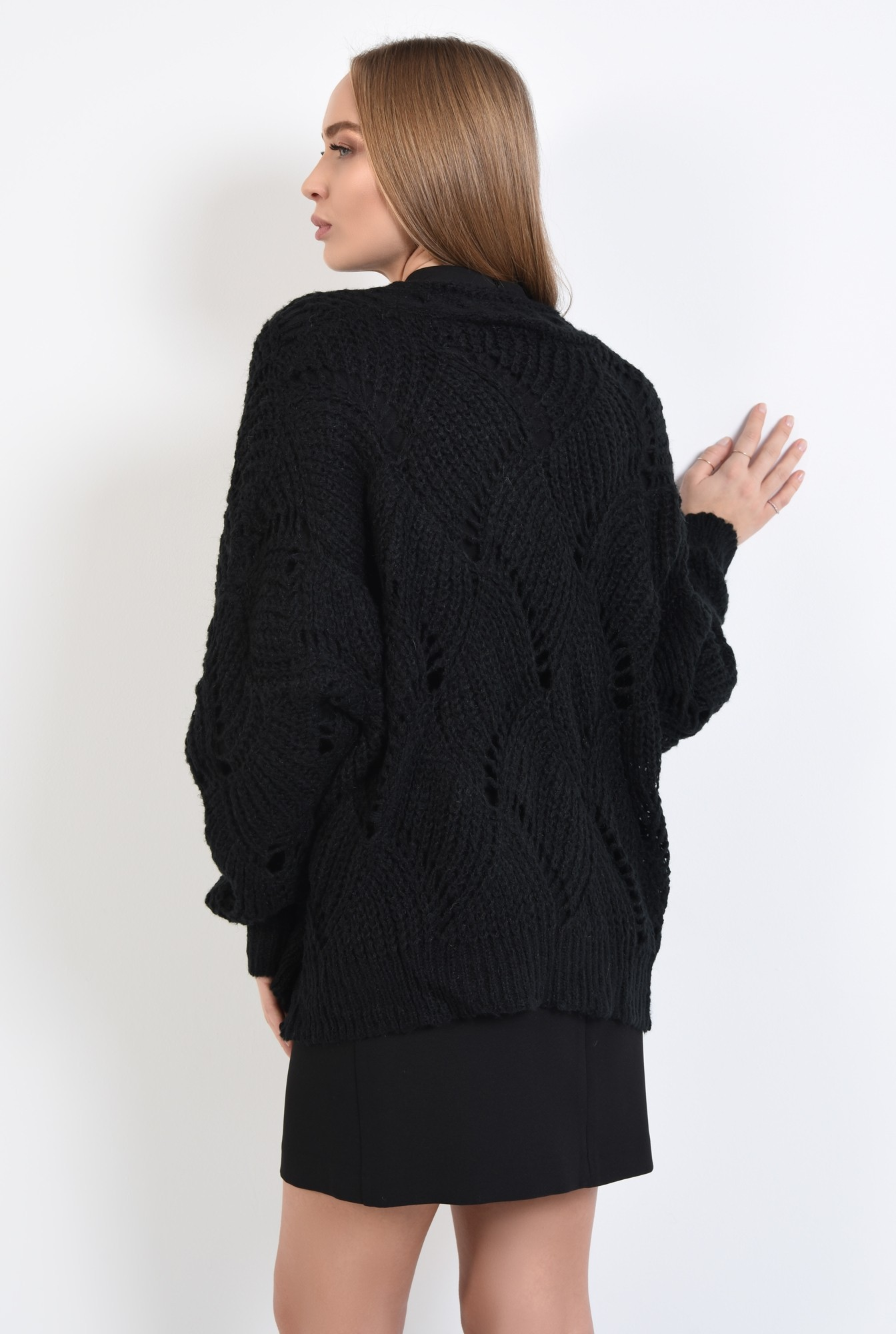 1 - pulover cu gaurele, motive ajurate, maneci bufante, negru