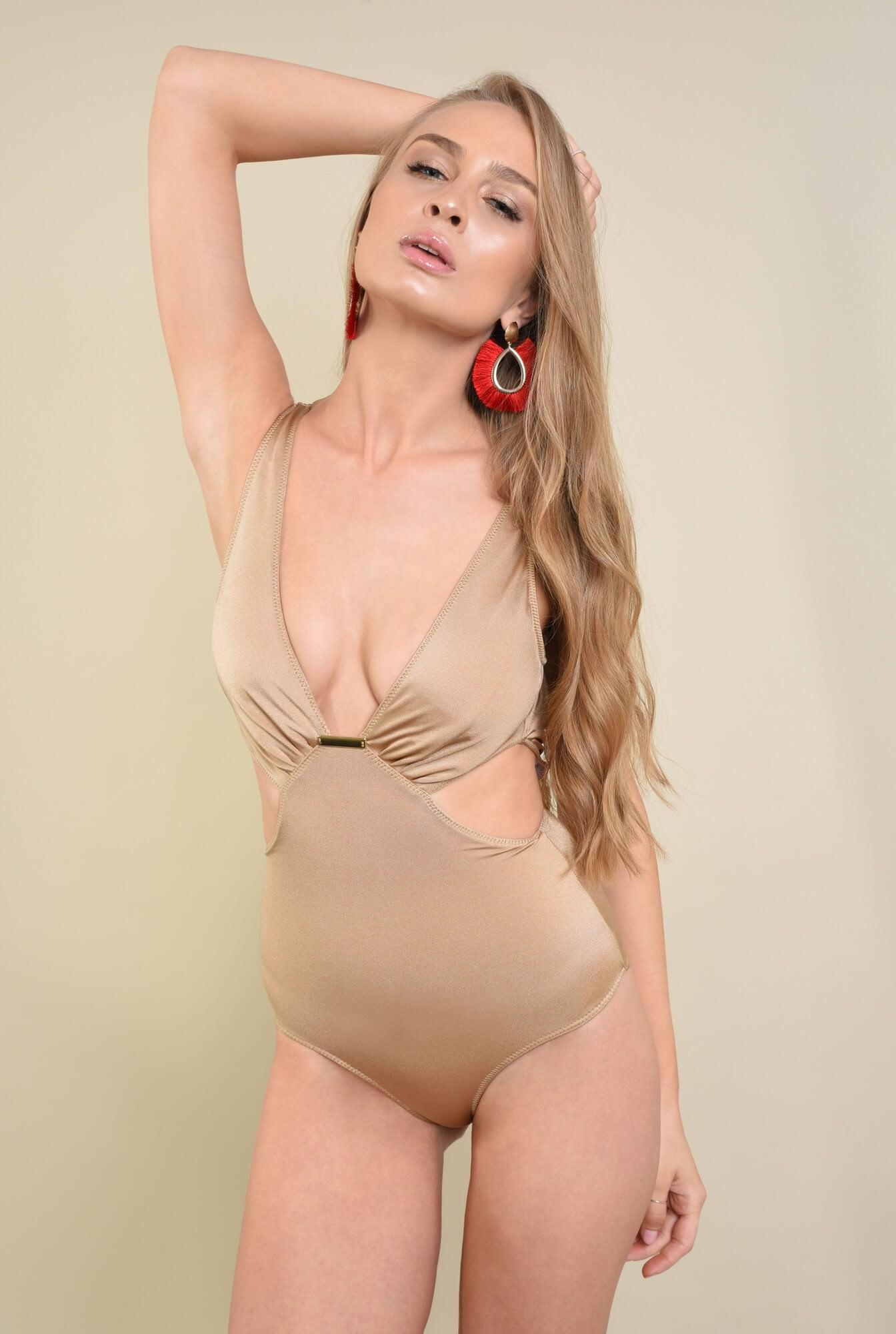 1 - costum de baie intreg, nude, decupaje